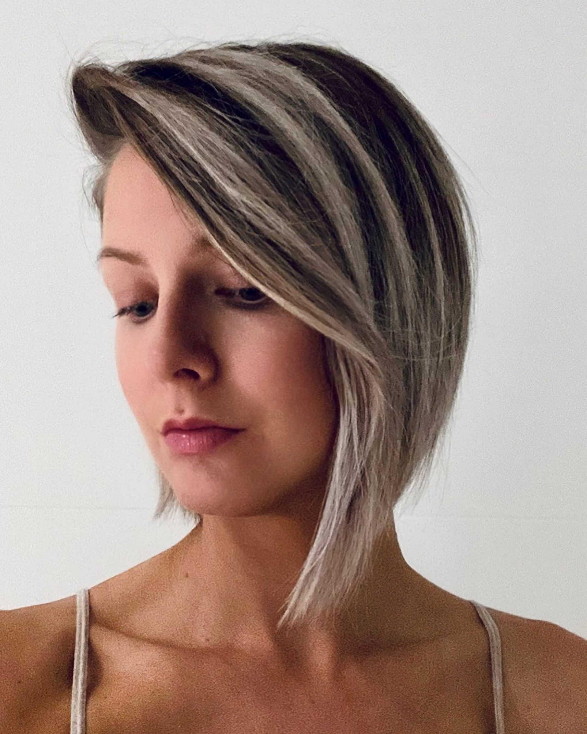 стильный асимметрический боб на средние волосы