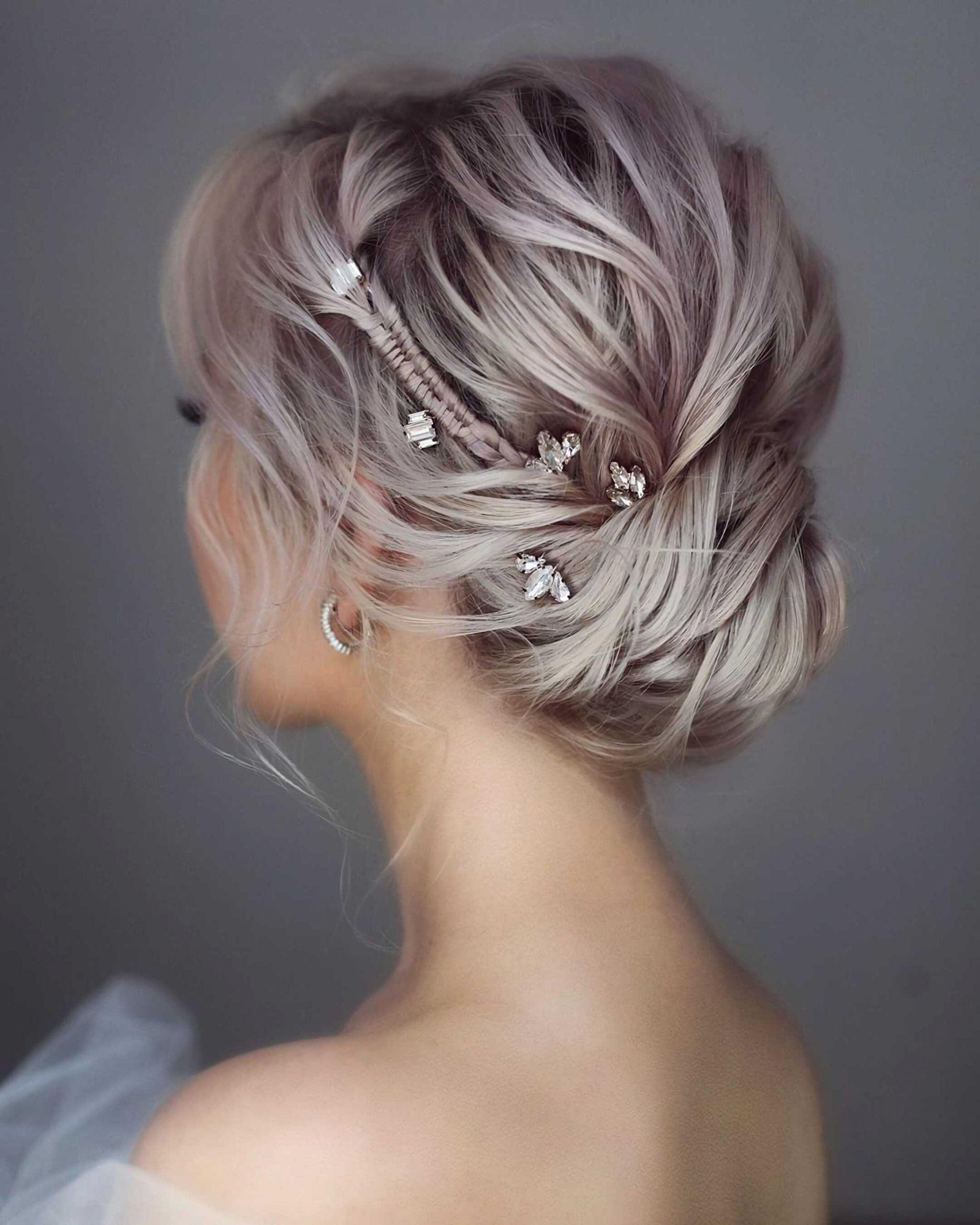 модная стрижка на средние волосы с пучком