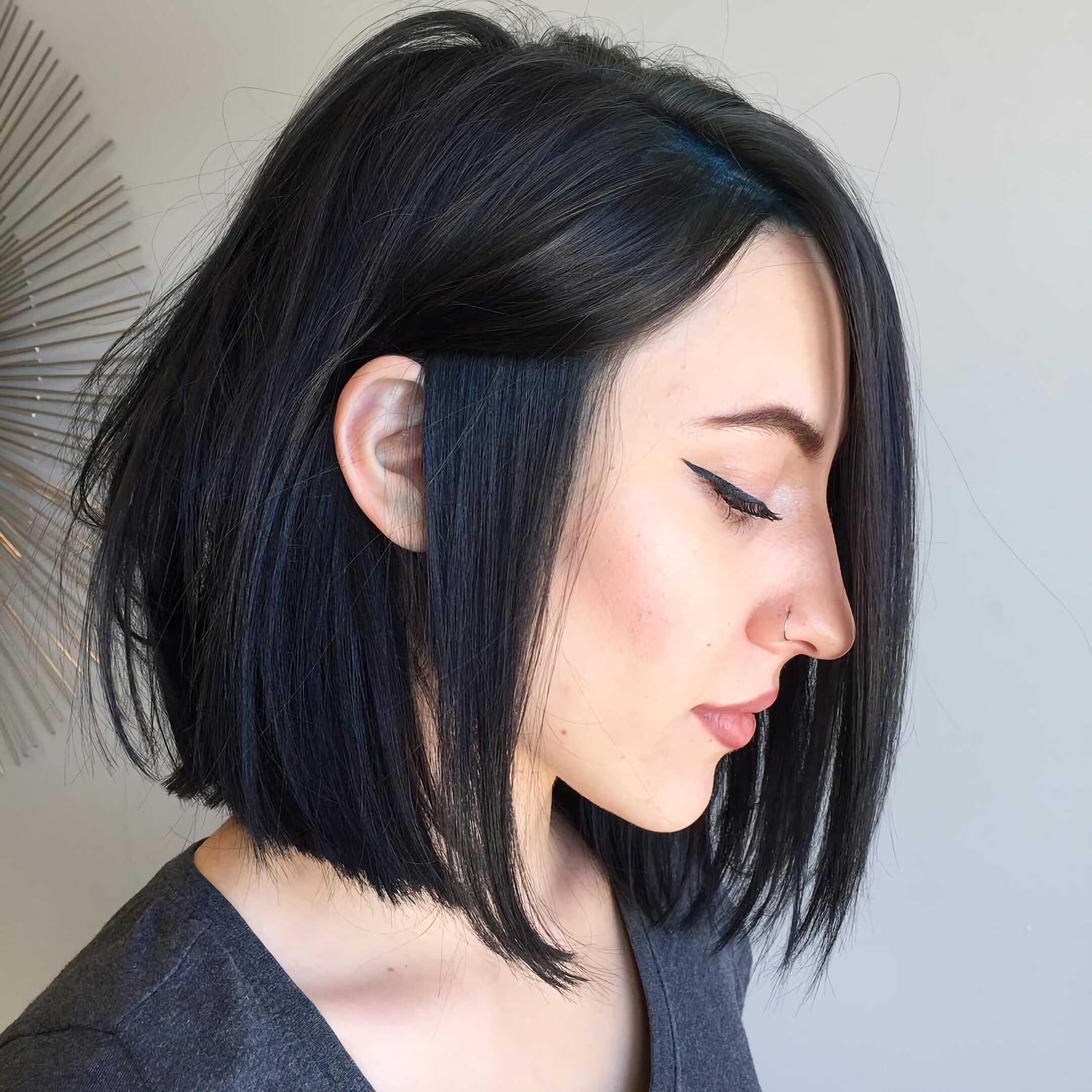 темный квадратный боб на средние волосы