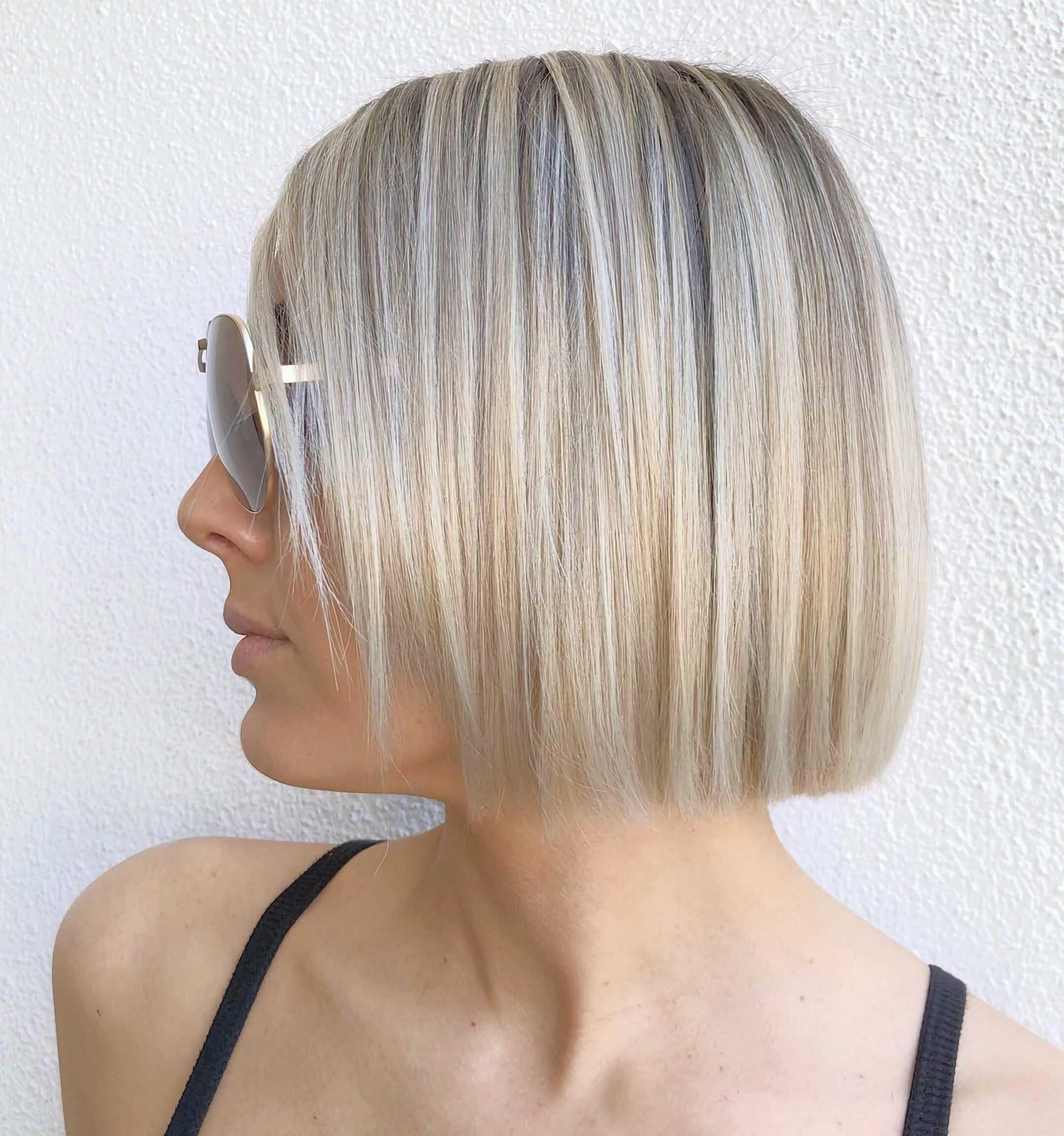 прямы светлые волосы средней длины