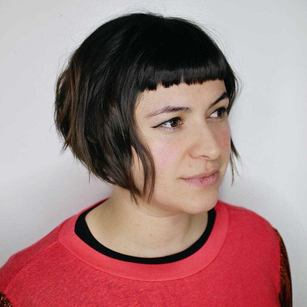 модна зачіска боб з чолкою
