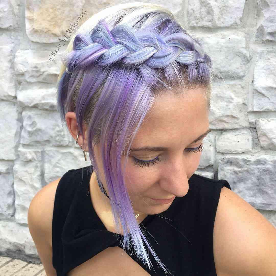 модная плетеная прическа для коротких волос