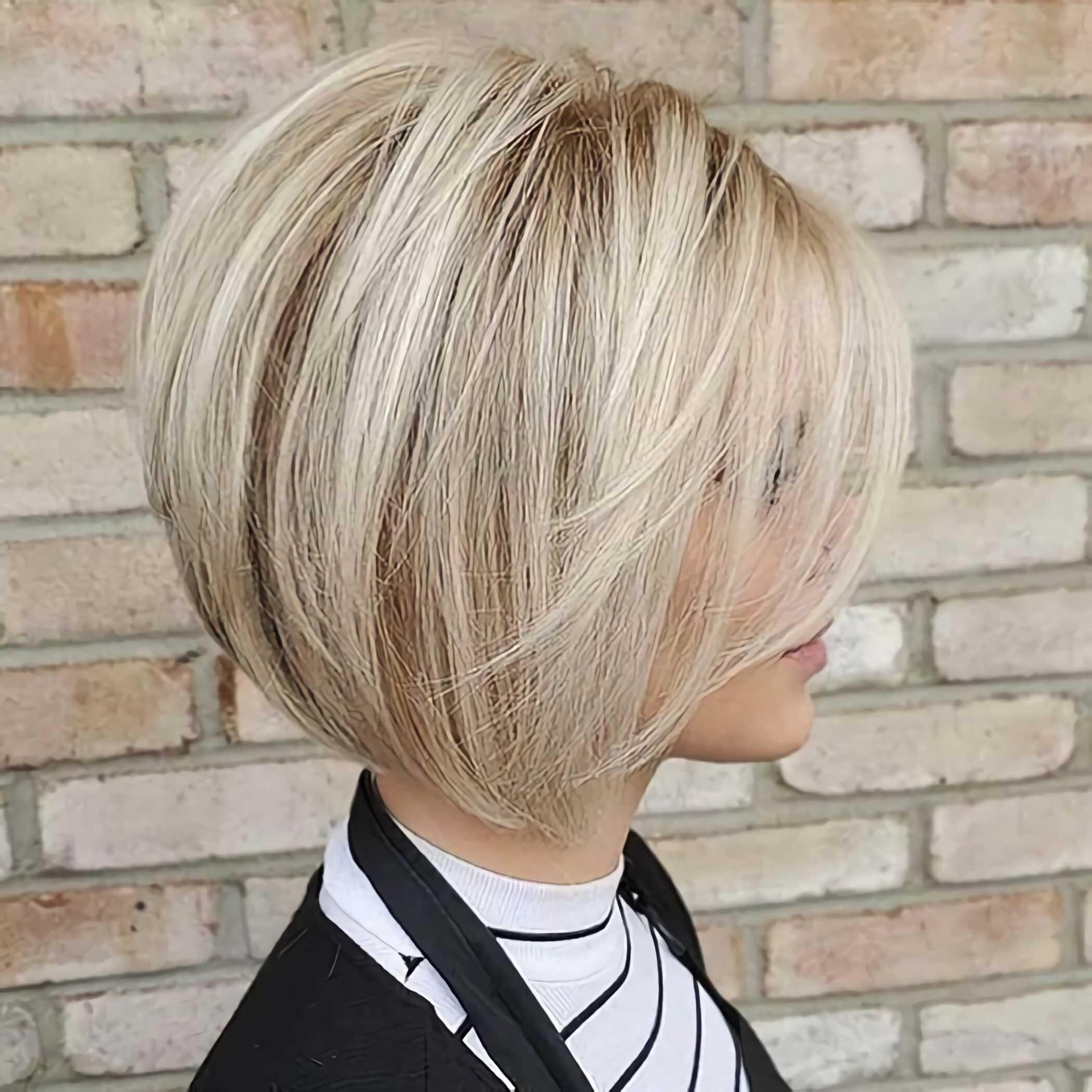 каскадная прическа на средние волосы