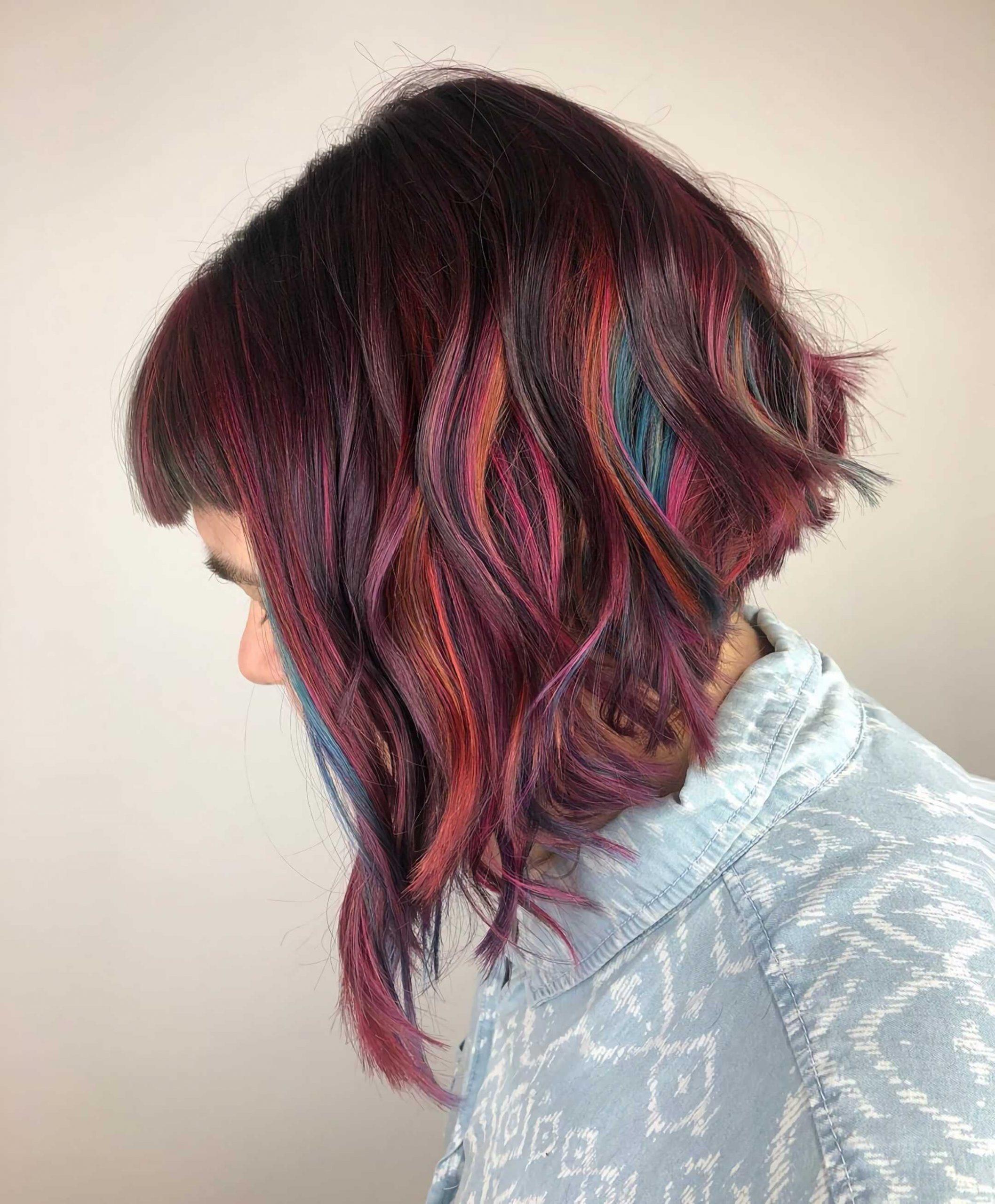 слоистая стрижка боб на разноцветные волосы