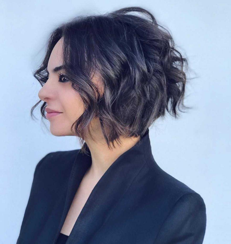 модна зачіска з шаруватим каре