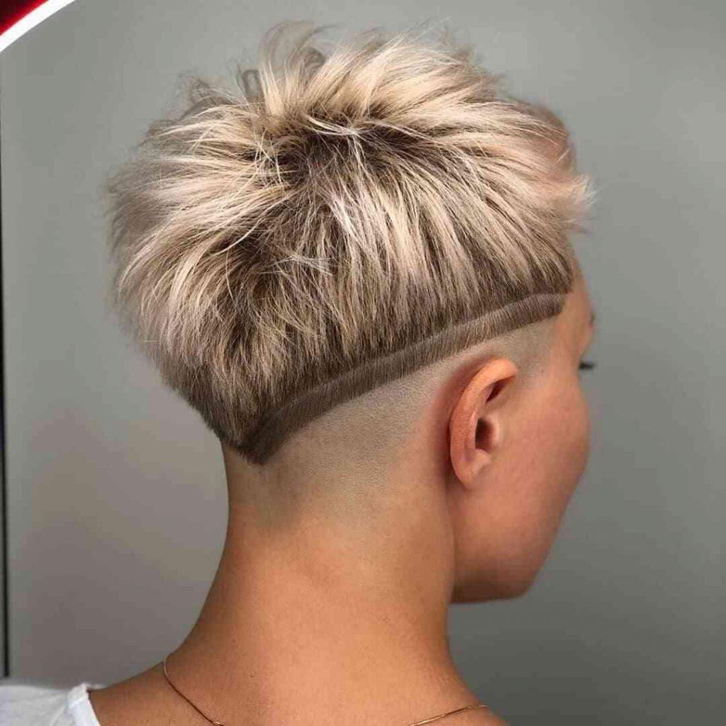 модна зачіска з вибриванням