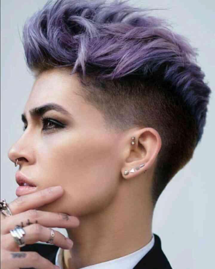 стильна жіноча зачіска з вибриванням