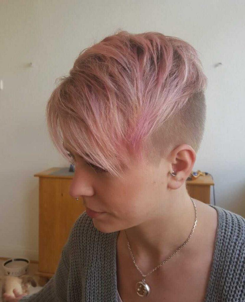 стильна зачіска піксі з вибриванням