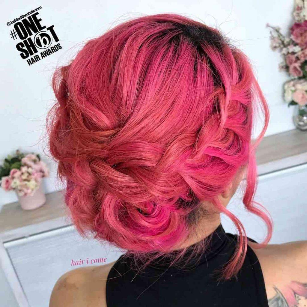 рожева зачіска з косою