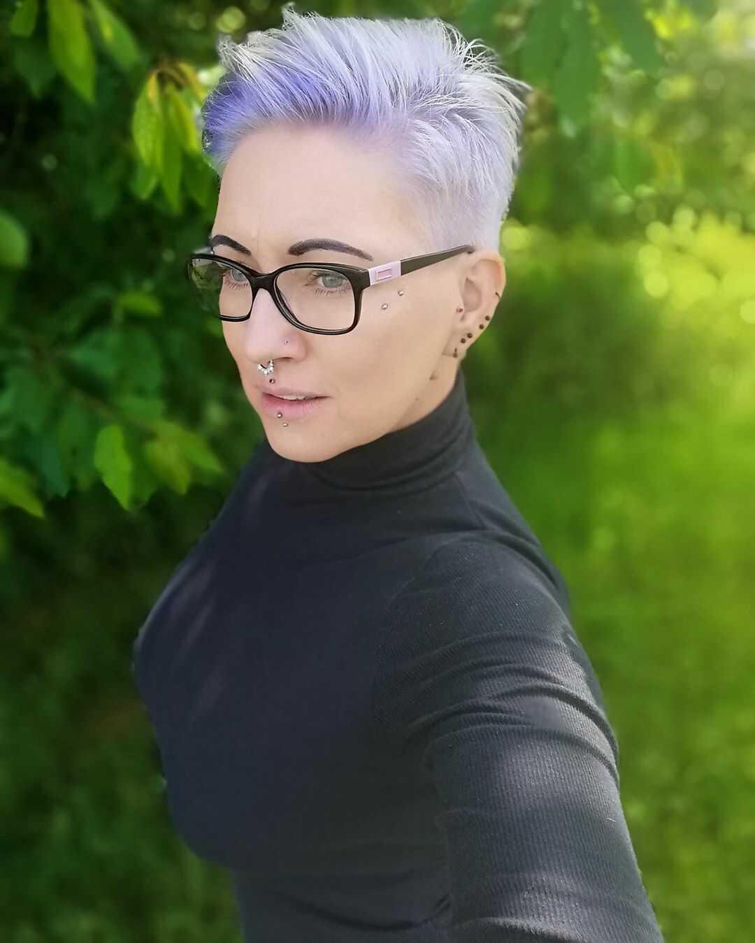 стильна коротка зачіска для жінок