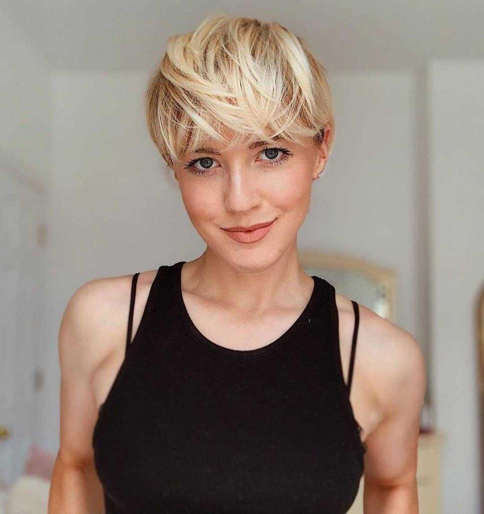 жіноча коротка зачіска
