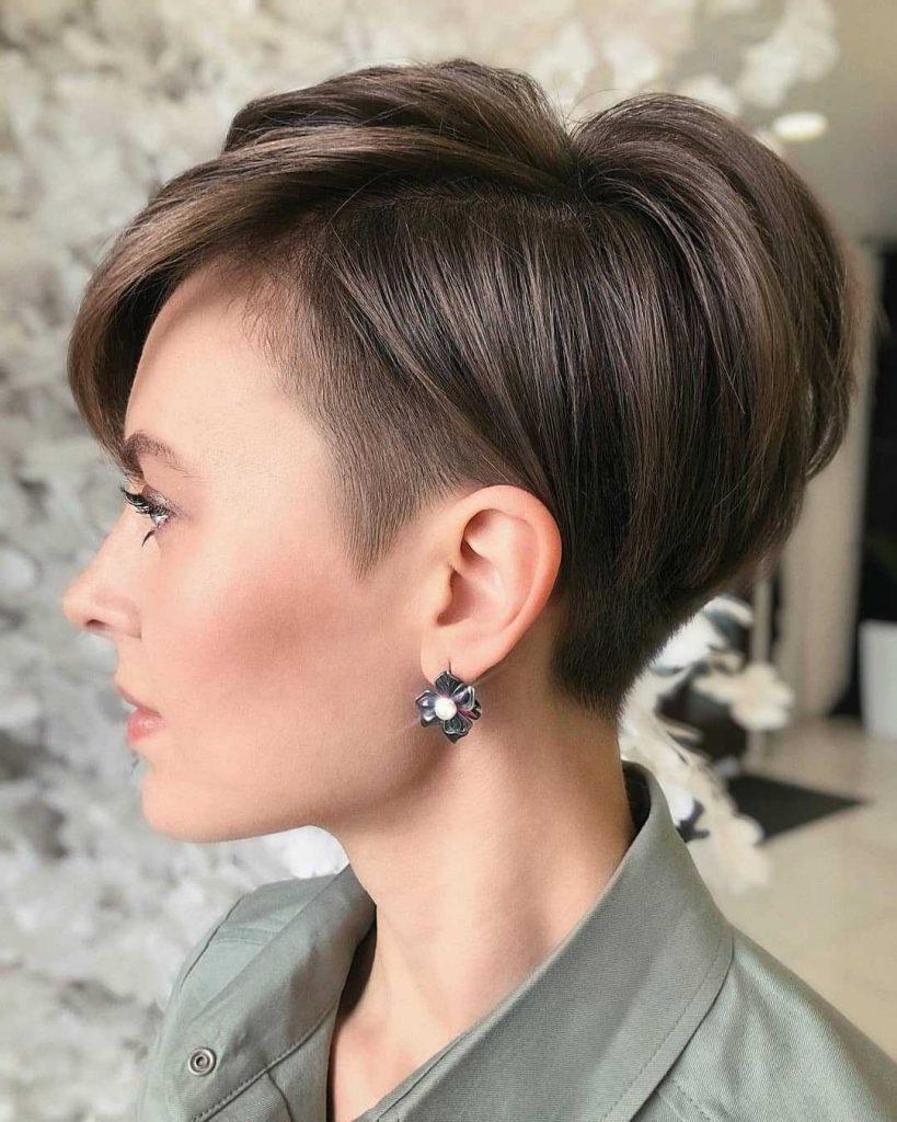 раздвоенный боб для коротких волос