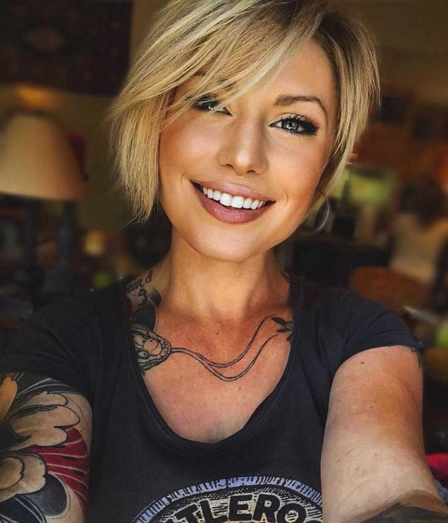стильна коротка зачіска для жінок з круглим обличчям