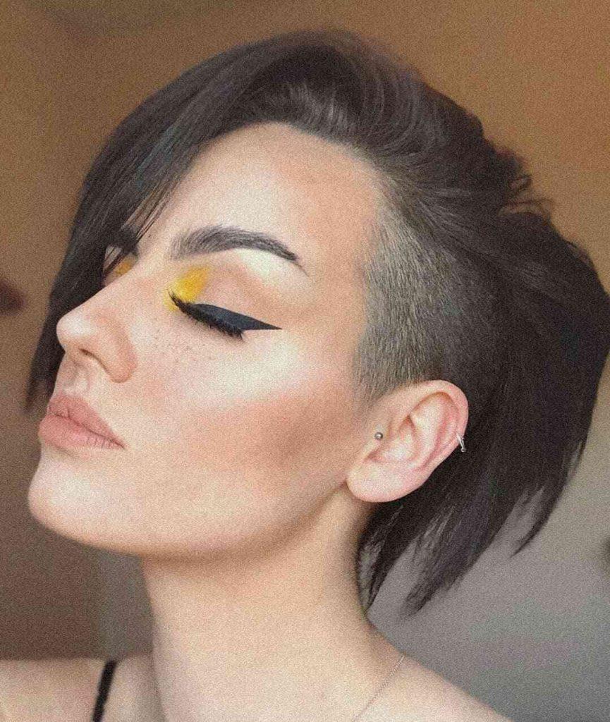 трендова коротка зачіска