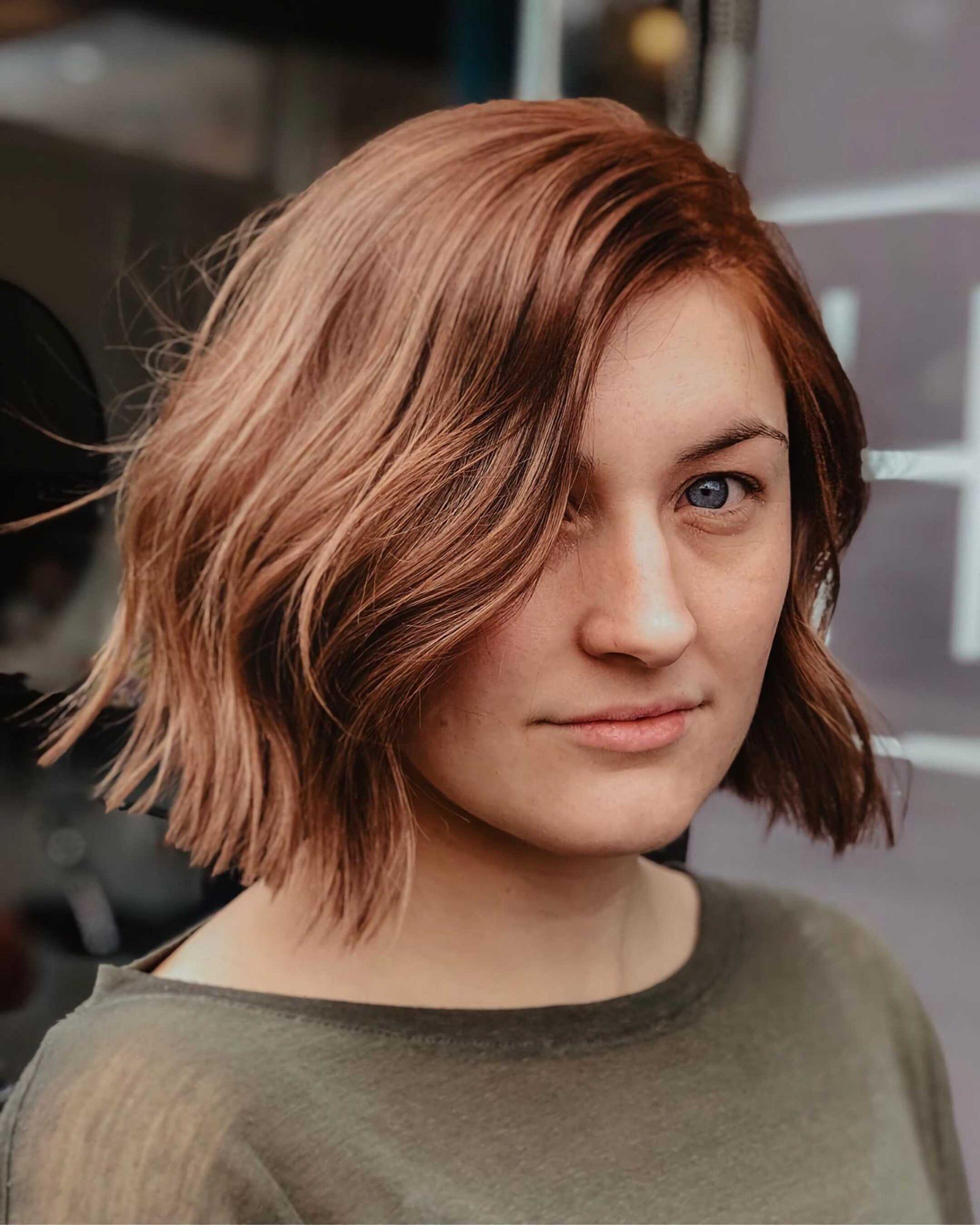 короткий боб с волнистыми волосами