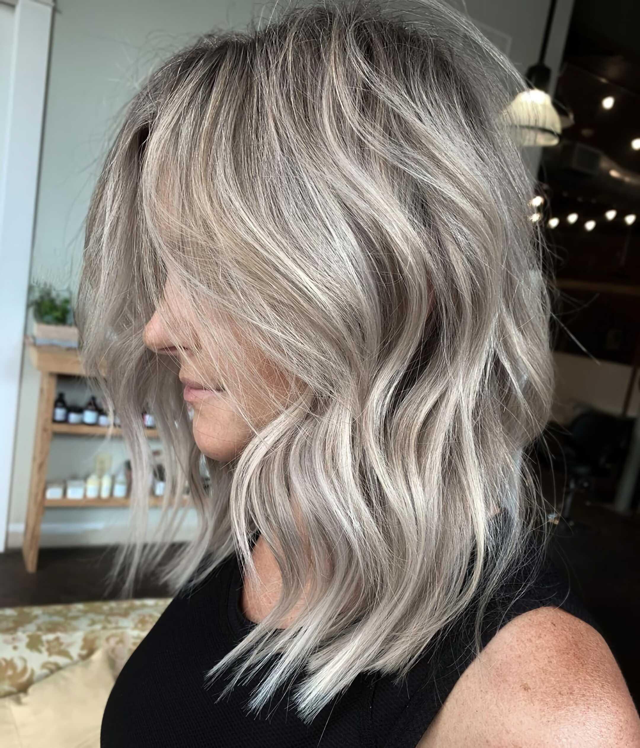 красивые пепельные волосы средней длины