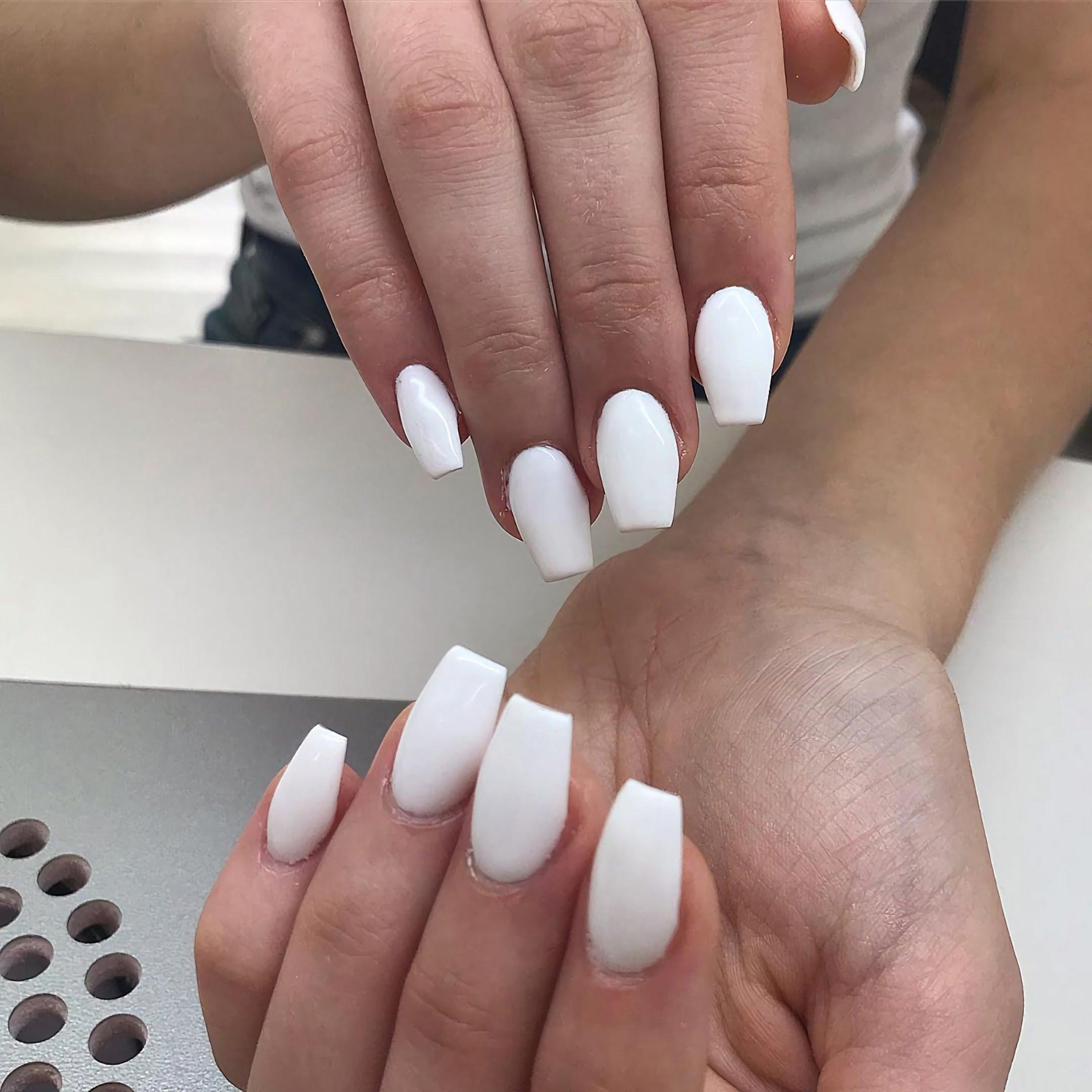 Простые белые ногти