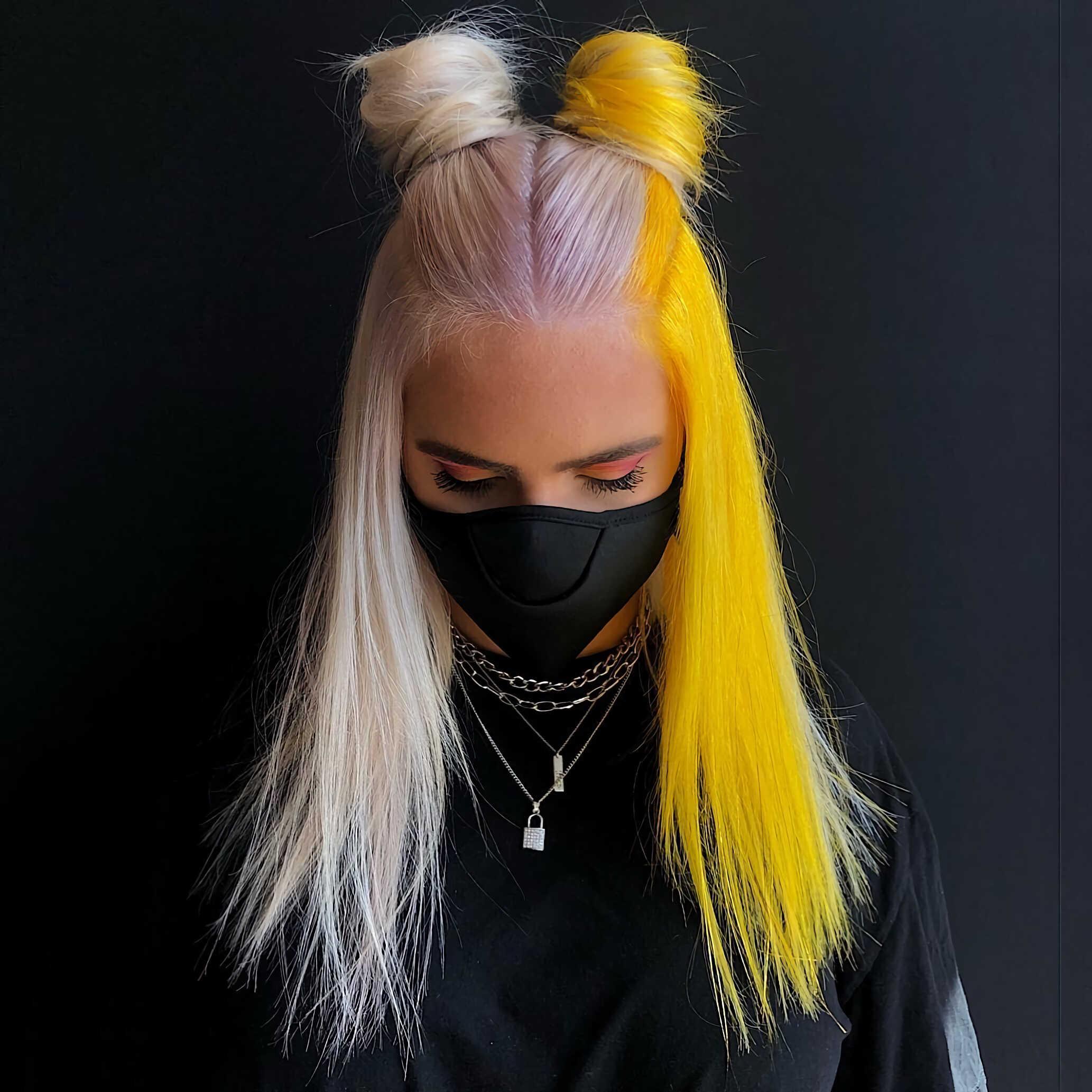 модная прическа в стиле e-girl с двумя оттенками