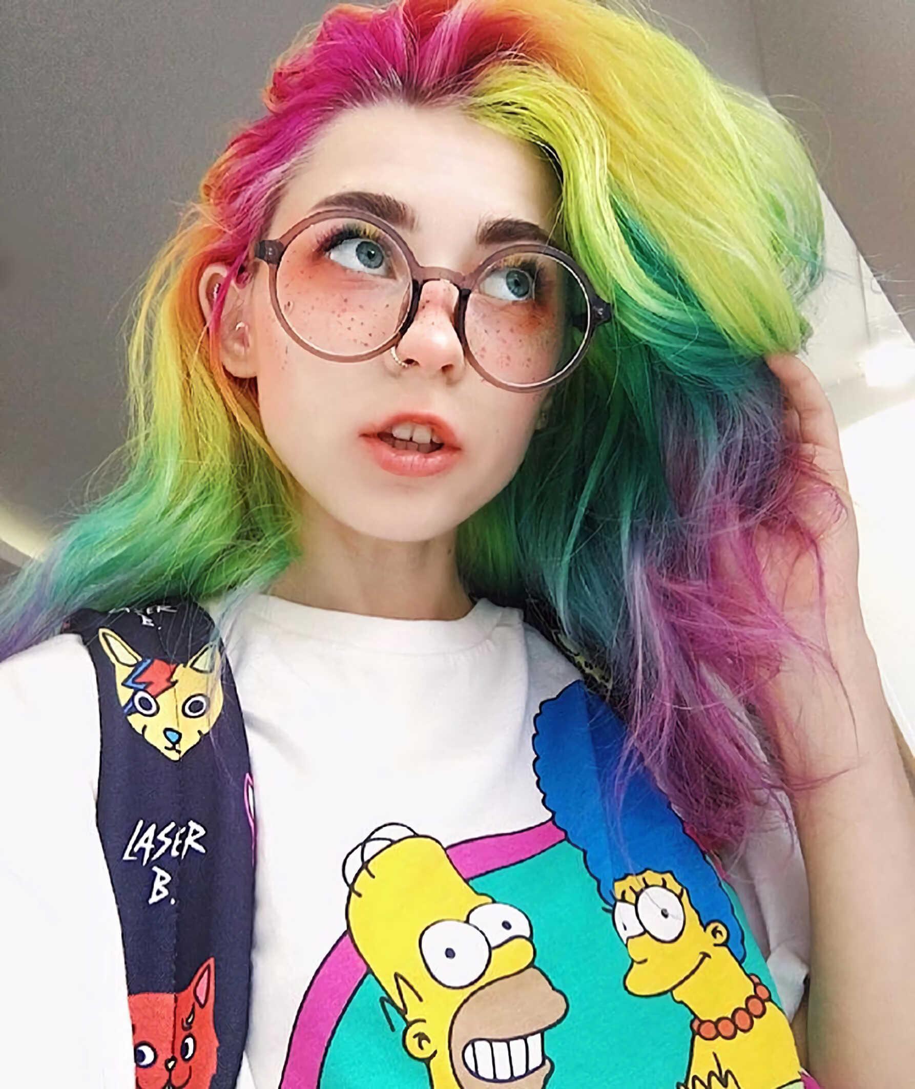 модные радужные волосы в стиле e-girl