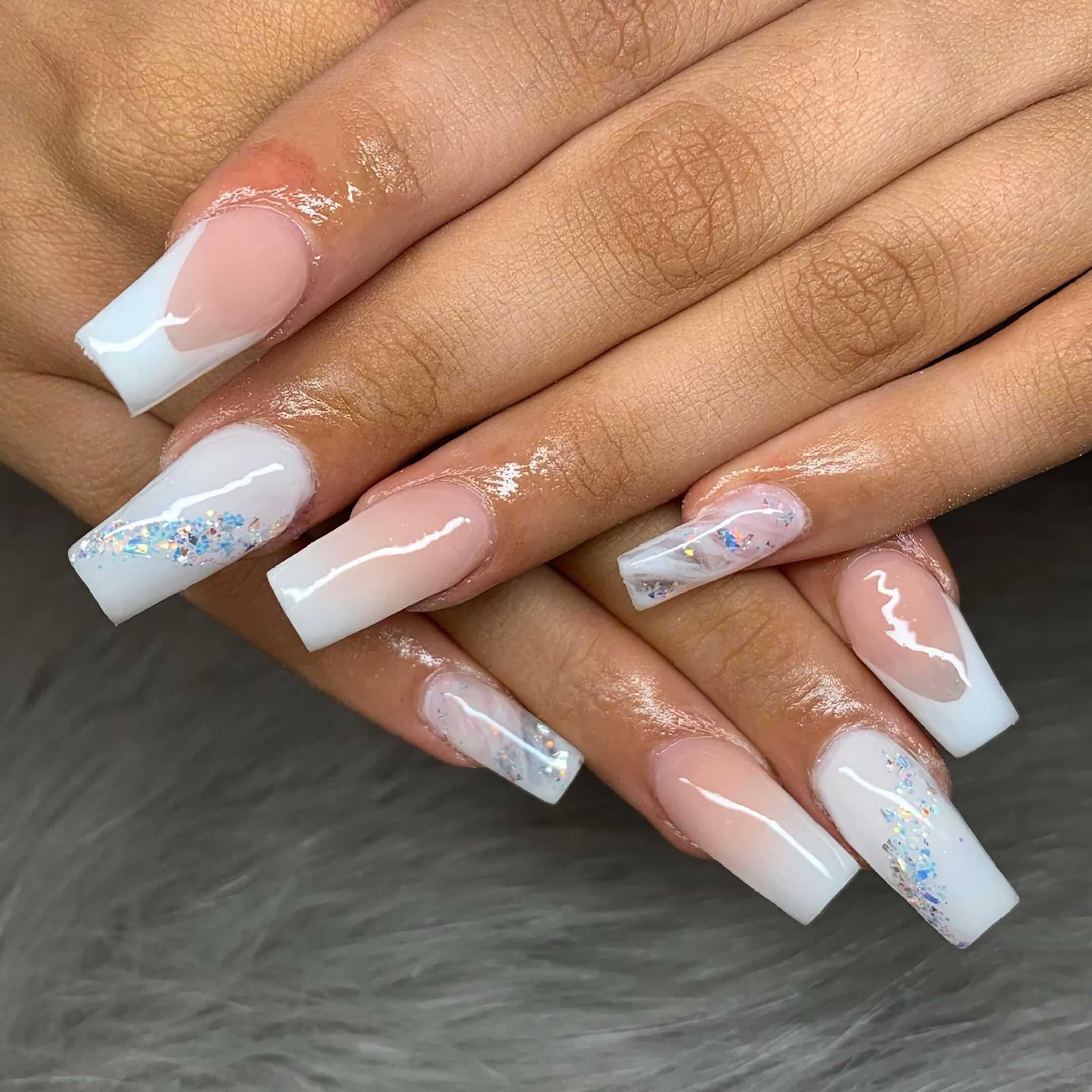 красивые белые ногти с блеском