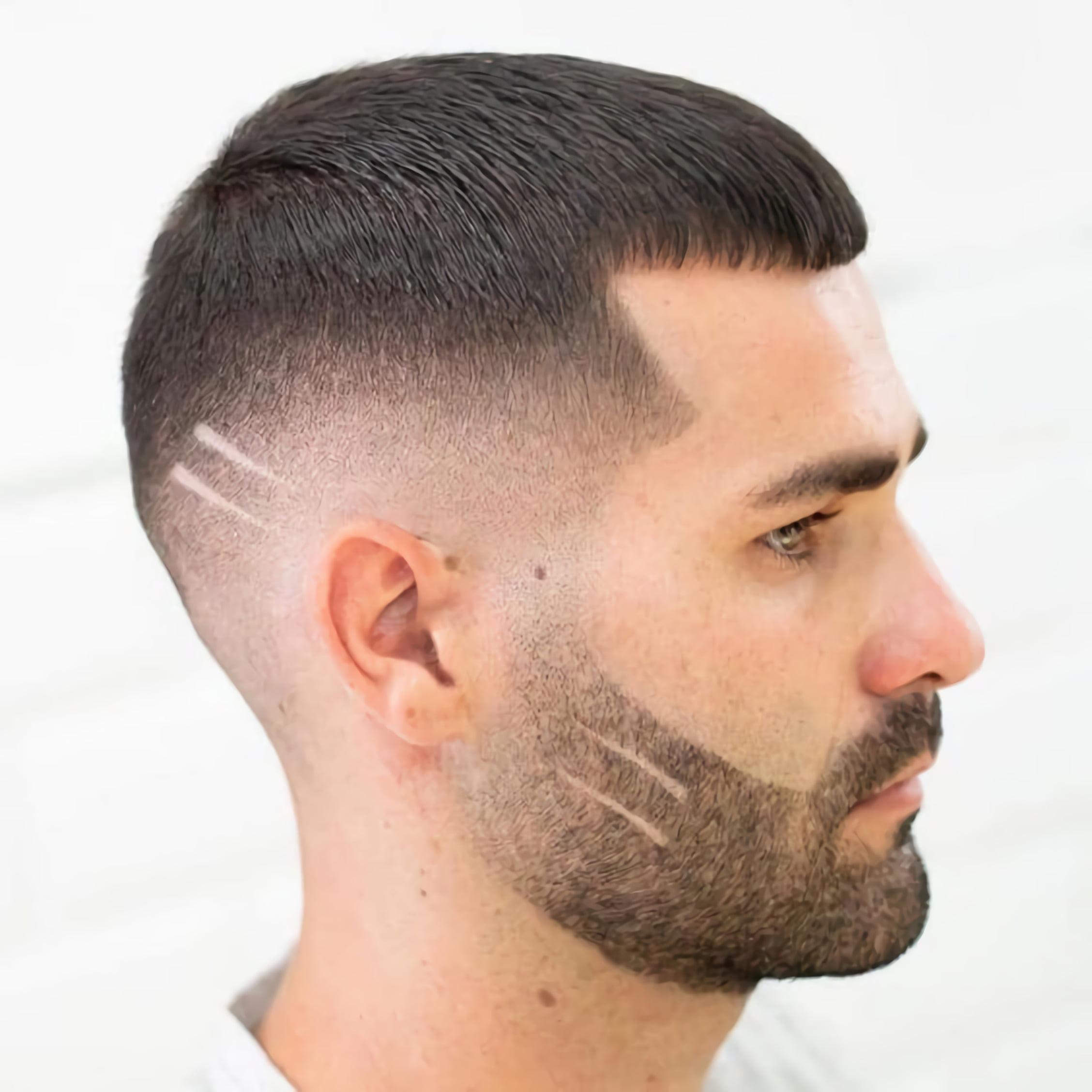 модная стрижка с вырезом на бороде и волосах