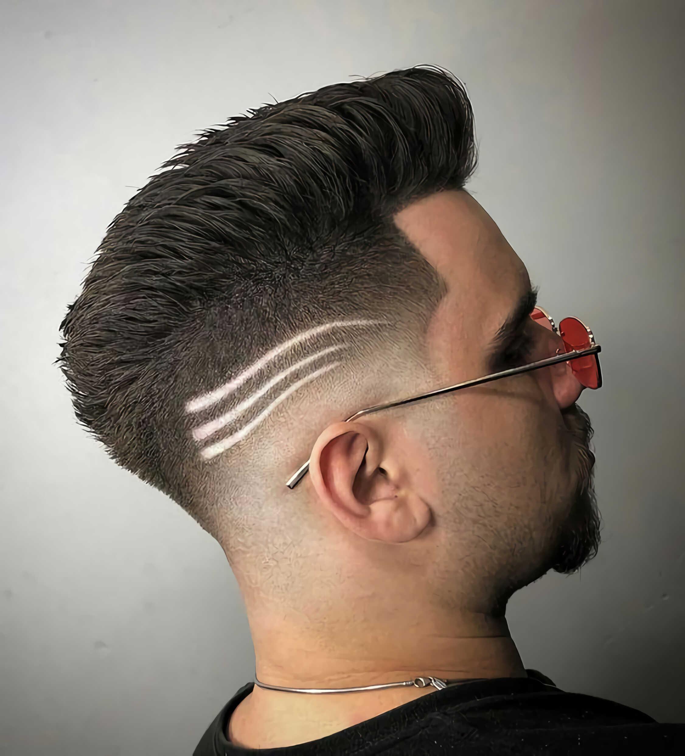 стрижка для мужчин с тремя полосками