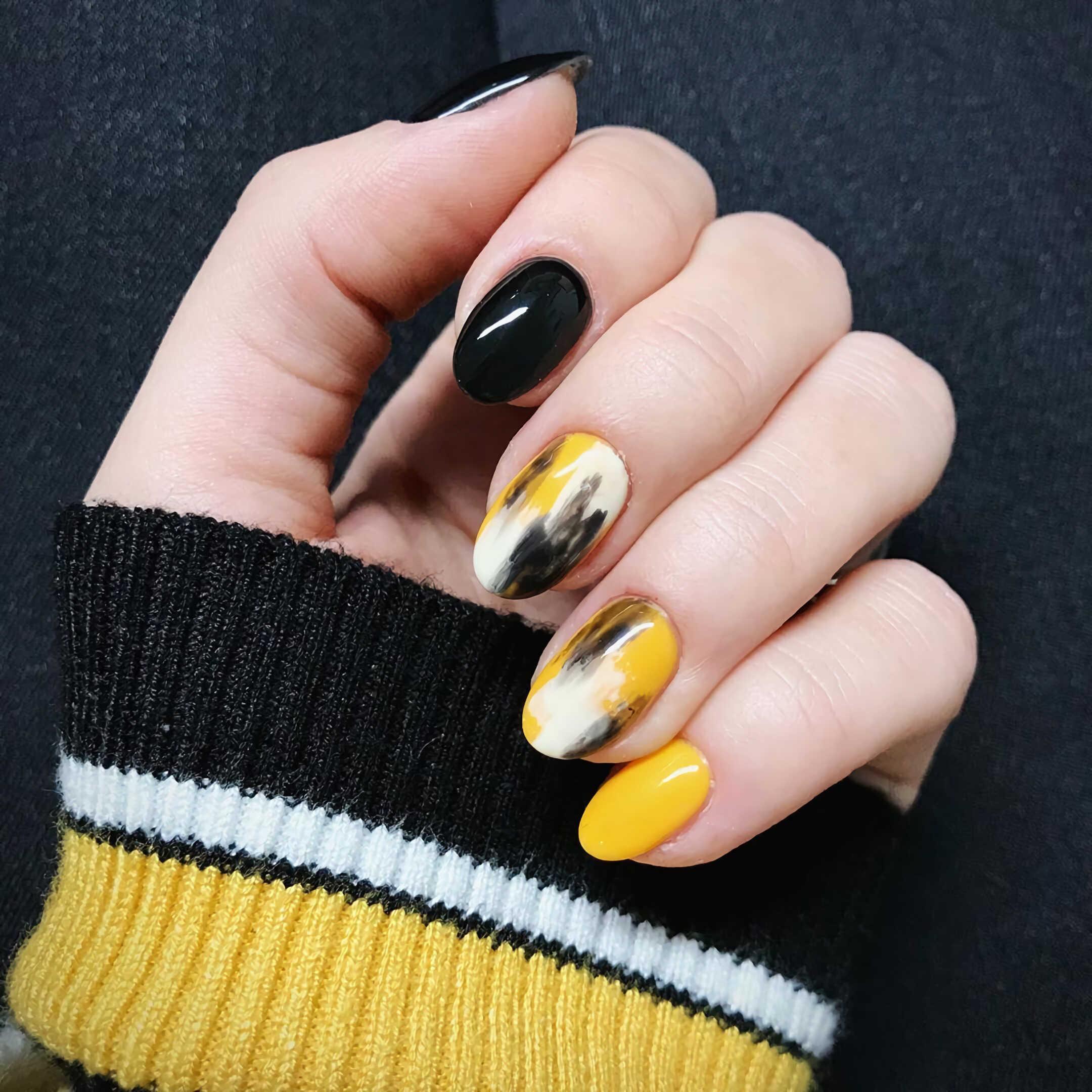 желтый и черный маникюр