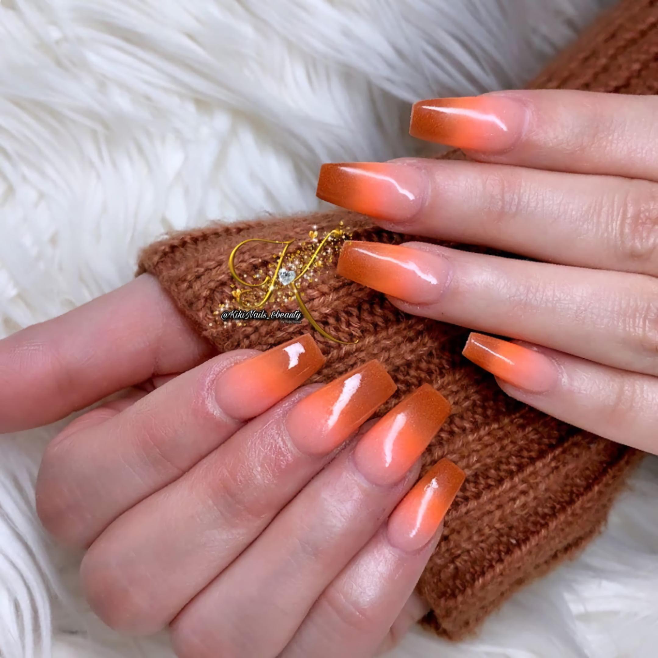 Оранжевые и коричневые ногти с градиентом