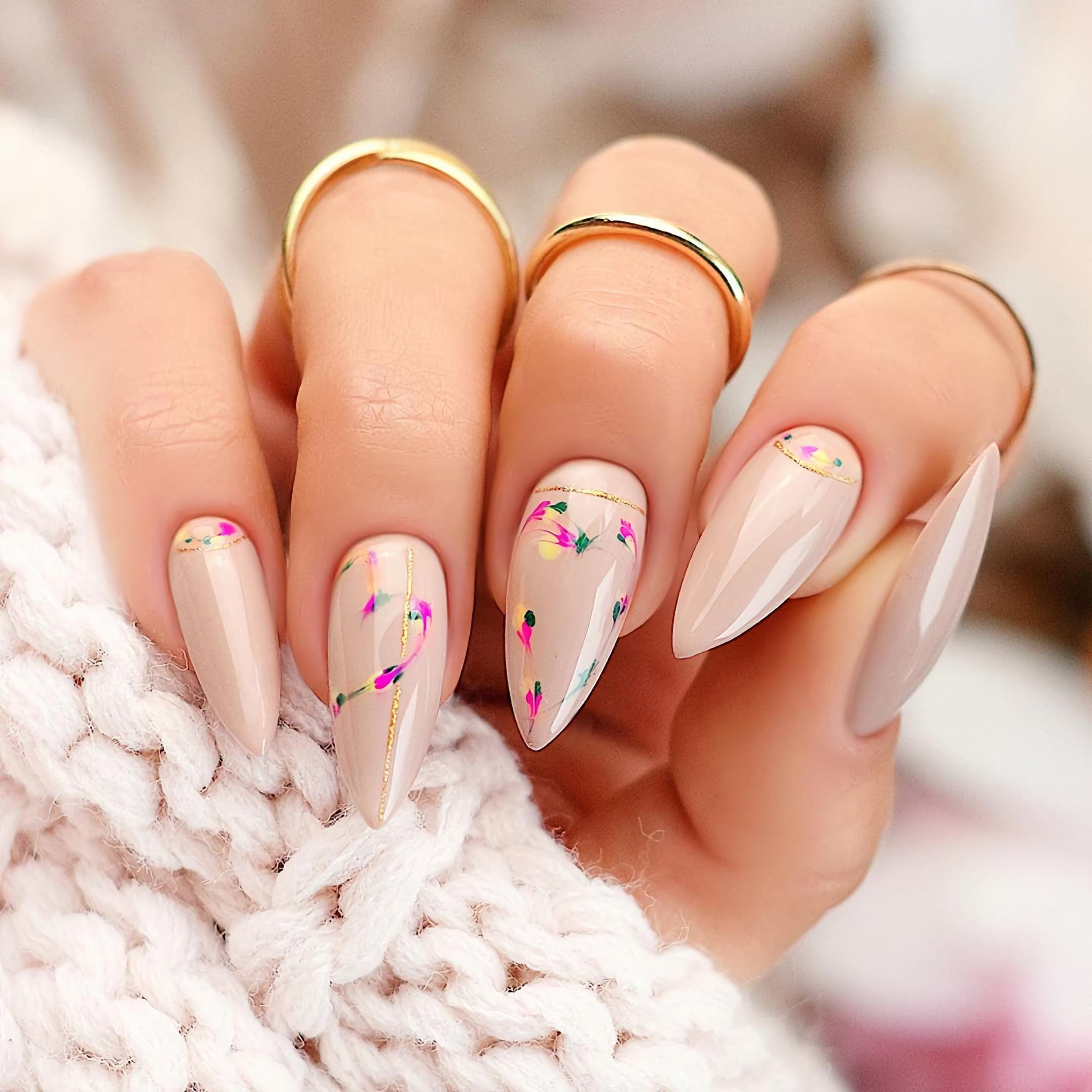 Нюдовые ногти с цветочным принтом