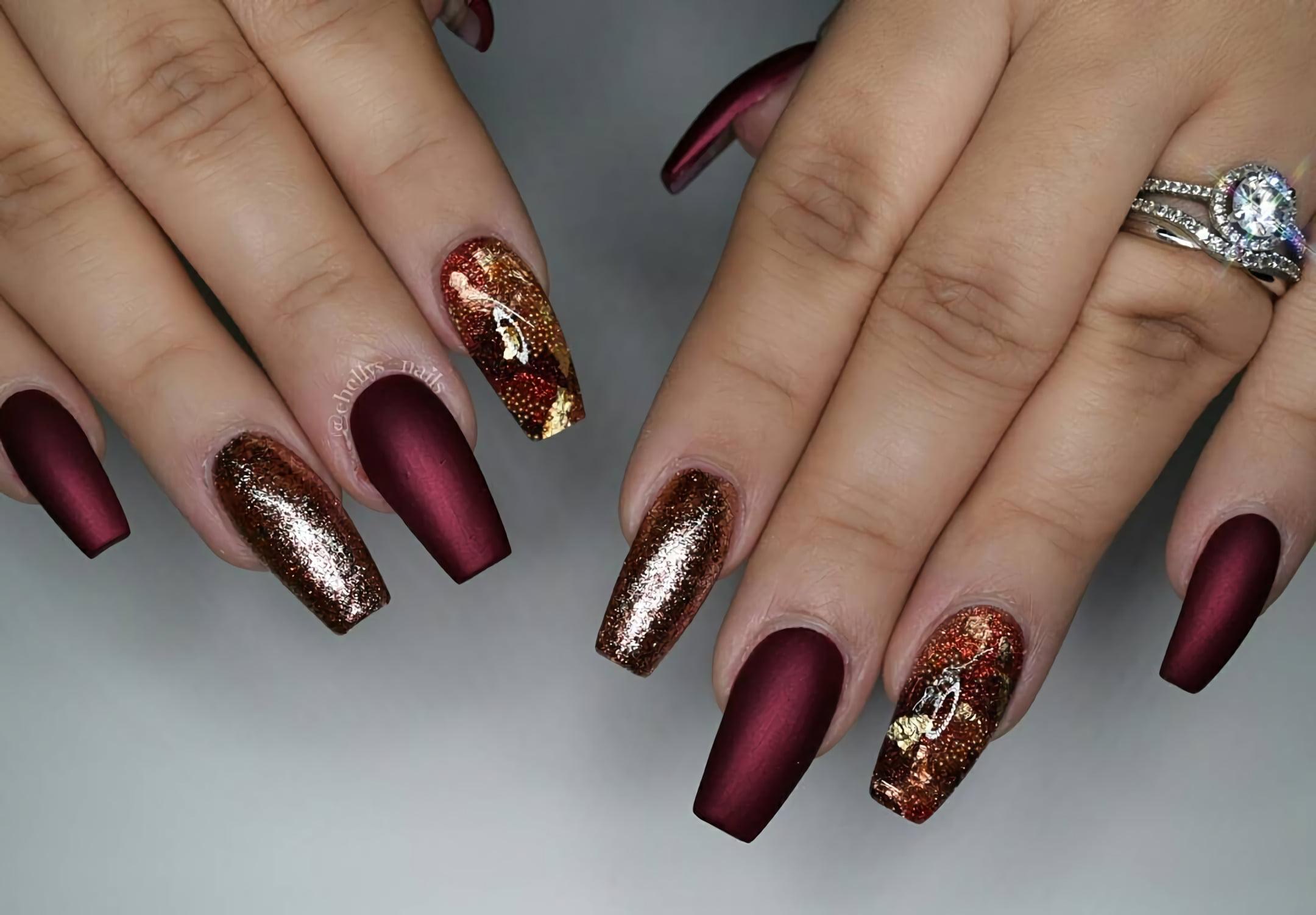 Бордовые ногти с великолепными золотыми нотками