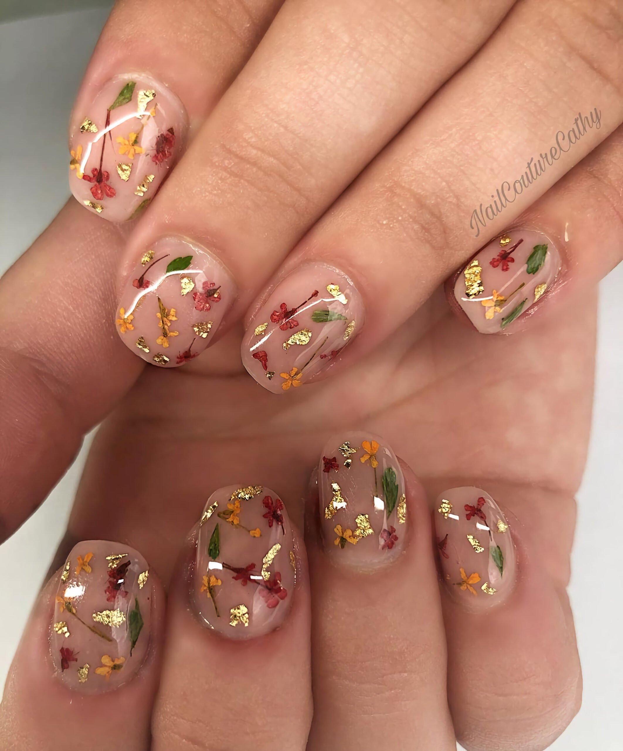 Очаровательный осенний маникюр с цветами