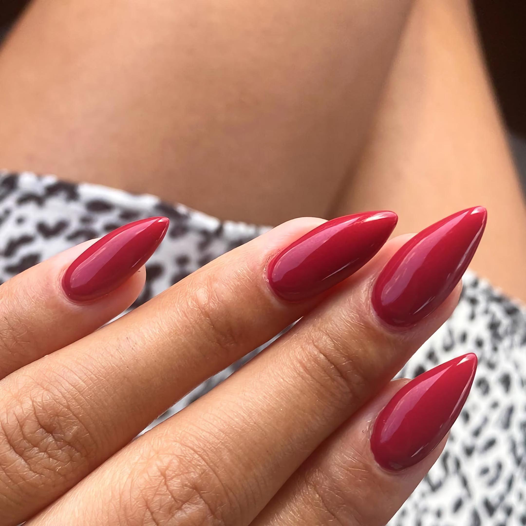 Вишнево-красные ногти