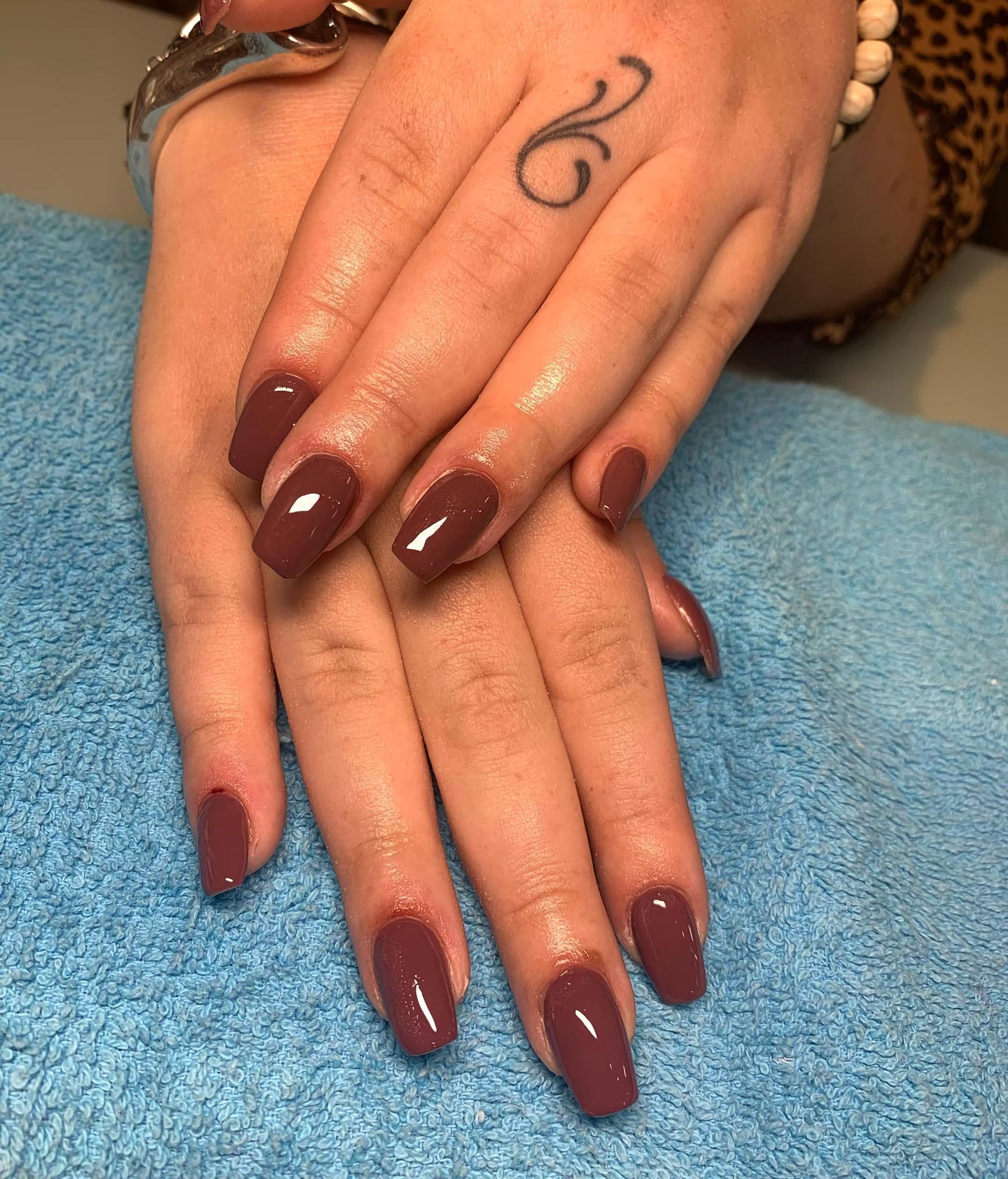 Глянцевые темно-бордовые ногти