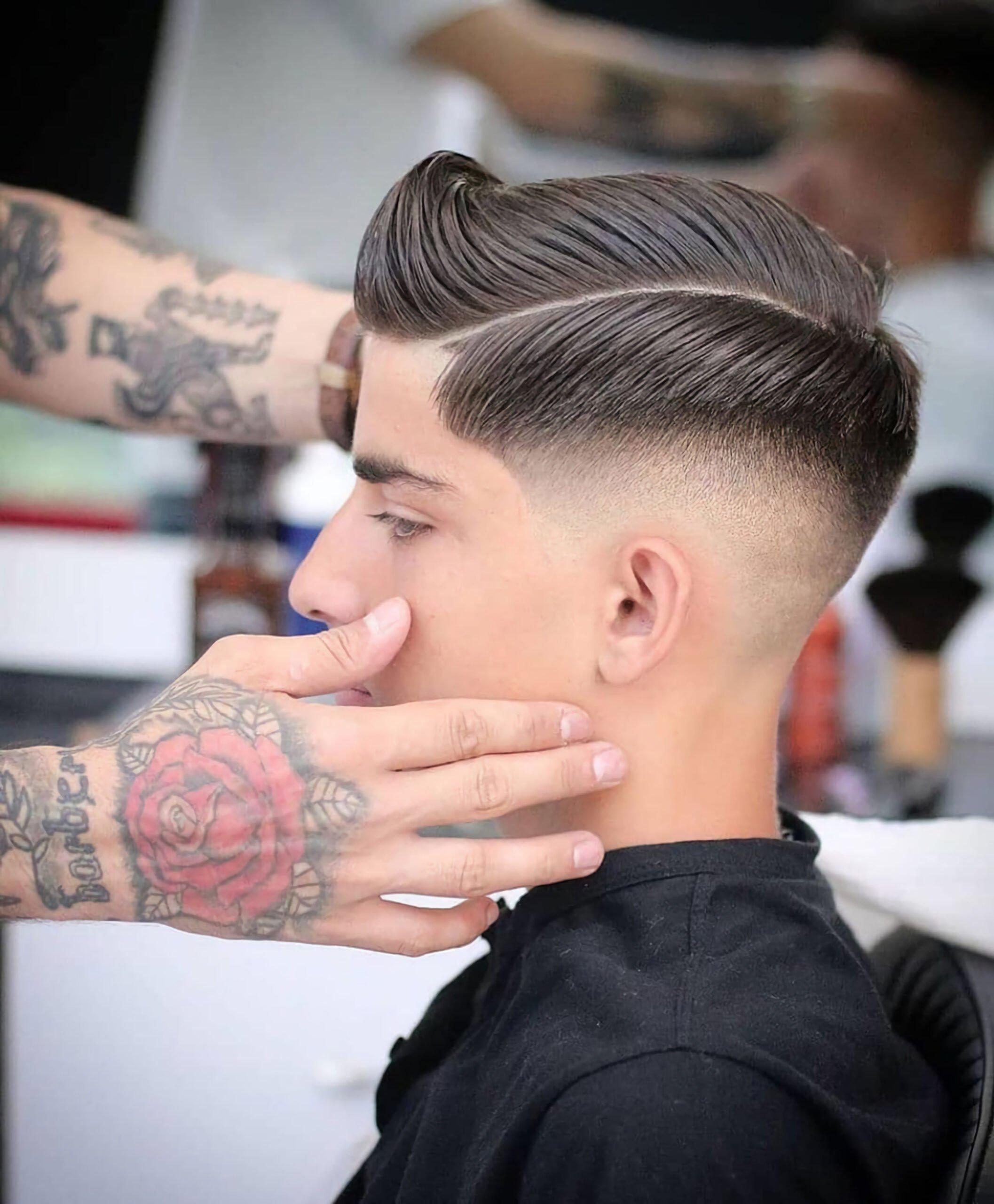 Волосы, причесанные назад + выбритый пробор