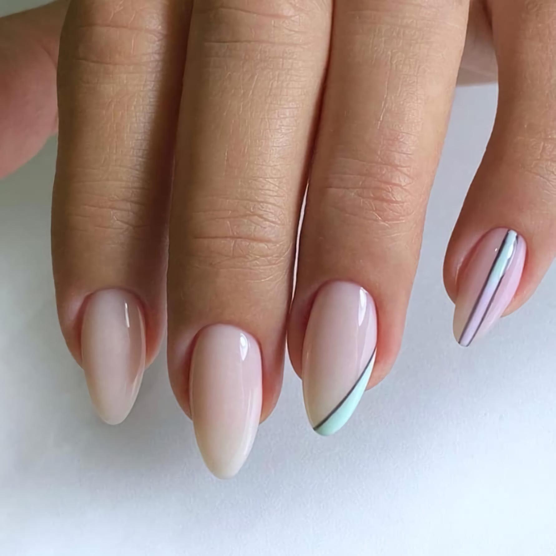 Милые ногти с молочным шоколадом и блестящим розовым оттенком