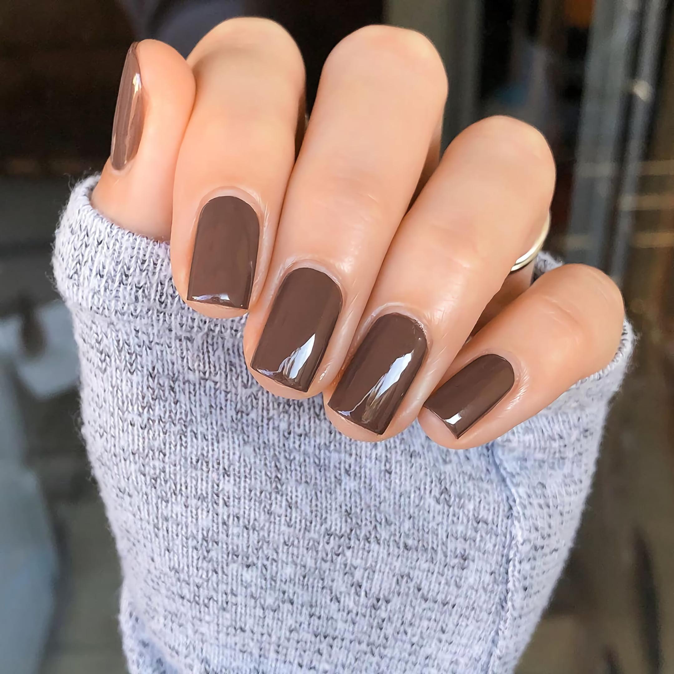 Простой коричневый маникюр