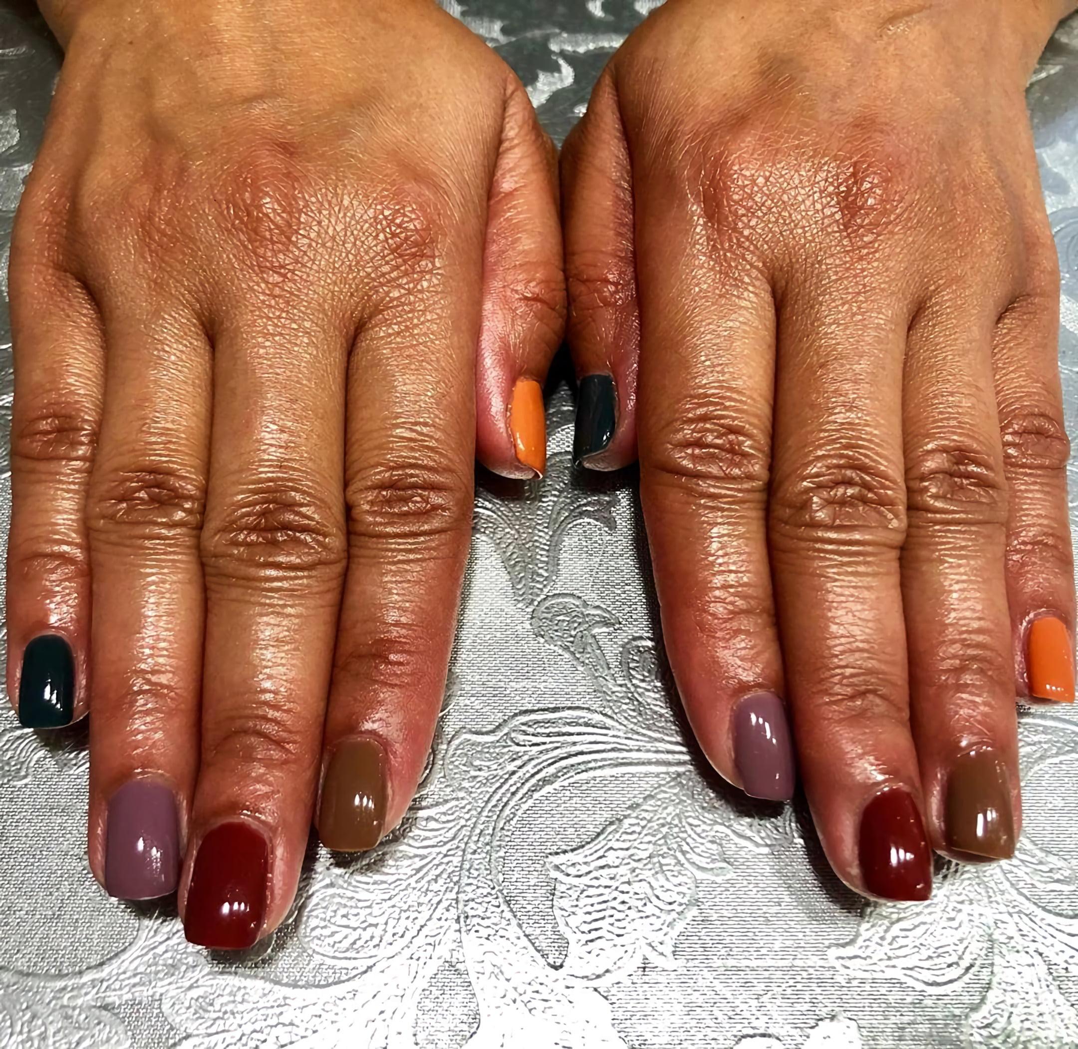 Причудливая цветовая схема дизайна ногтей