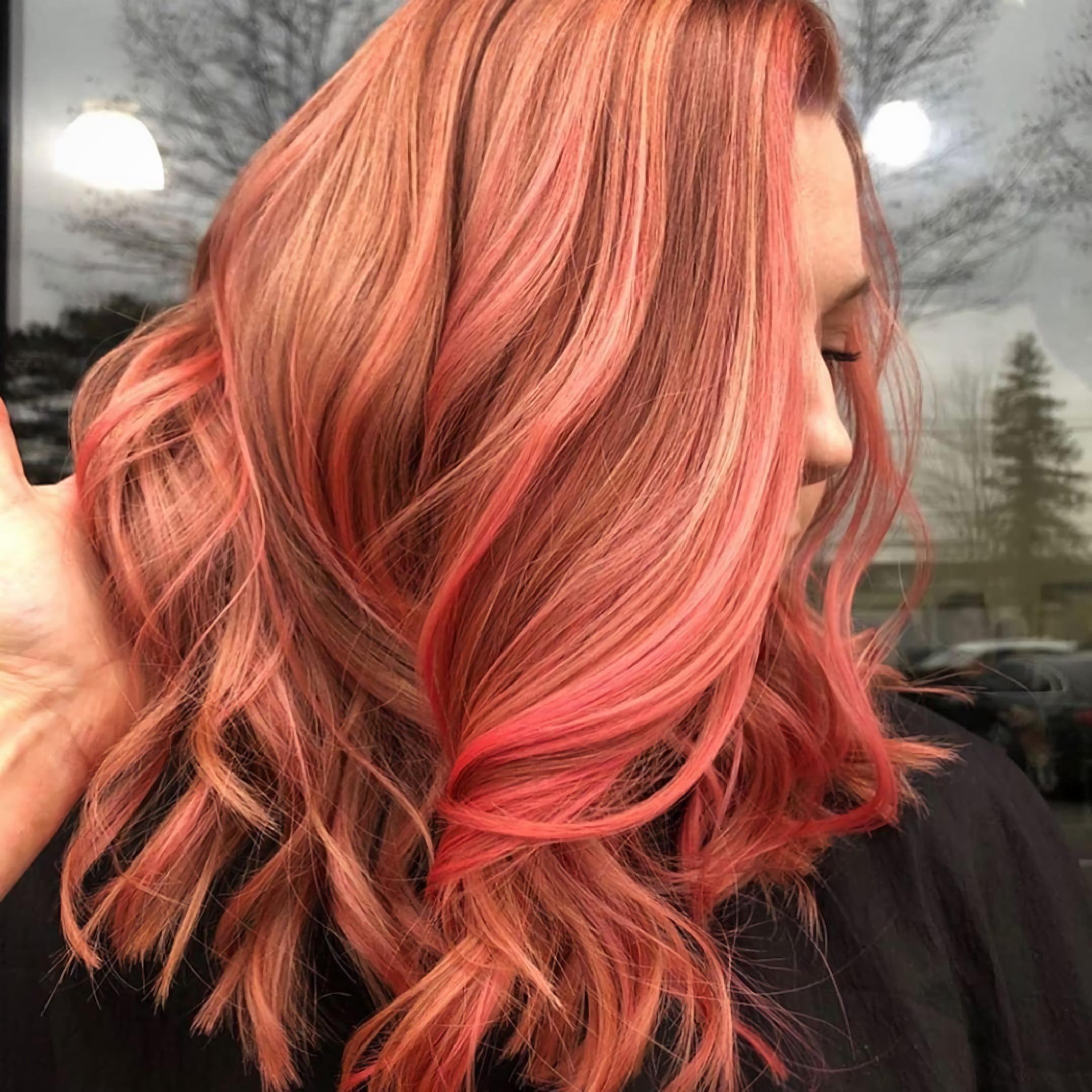 Золотисто-персиковые волосы