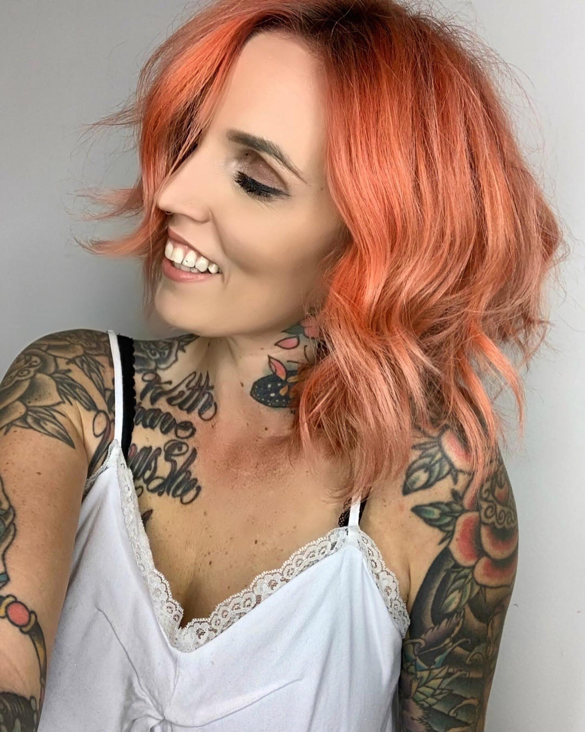 Мелированные персиковые волосы