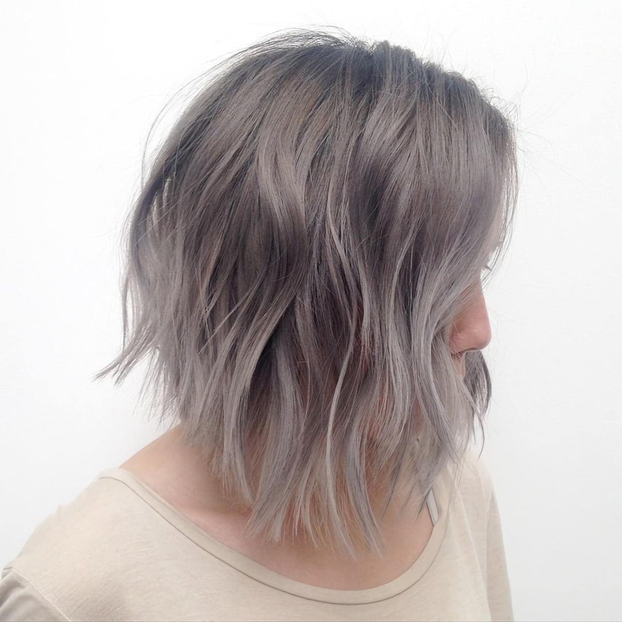 Средние волосы серого цвета