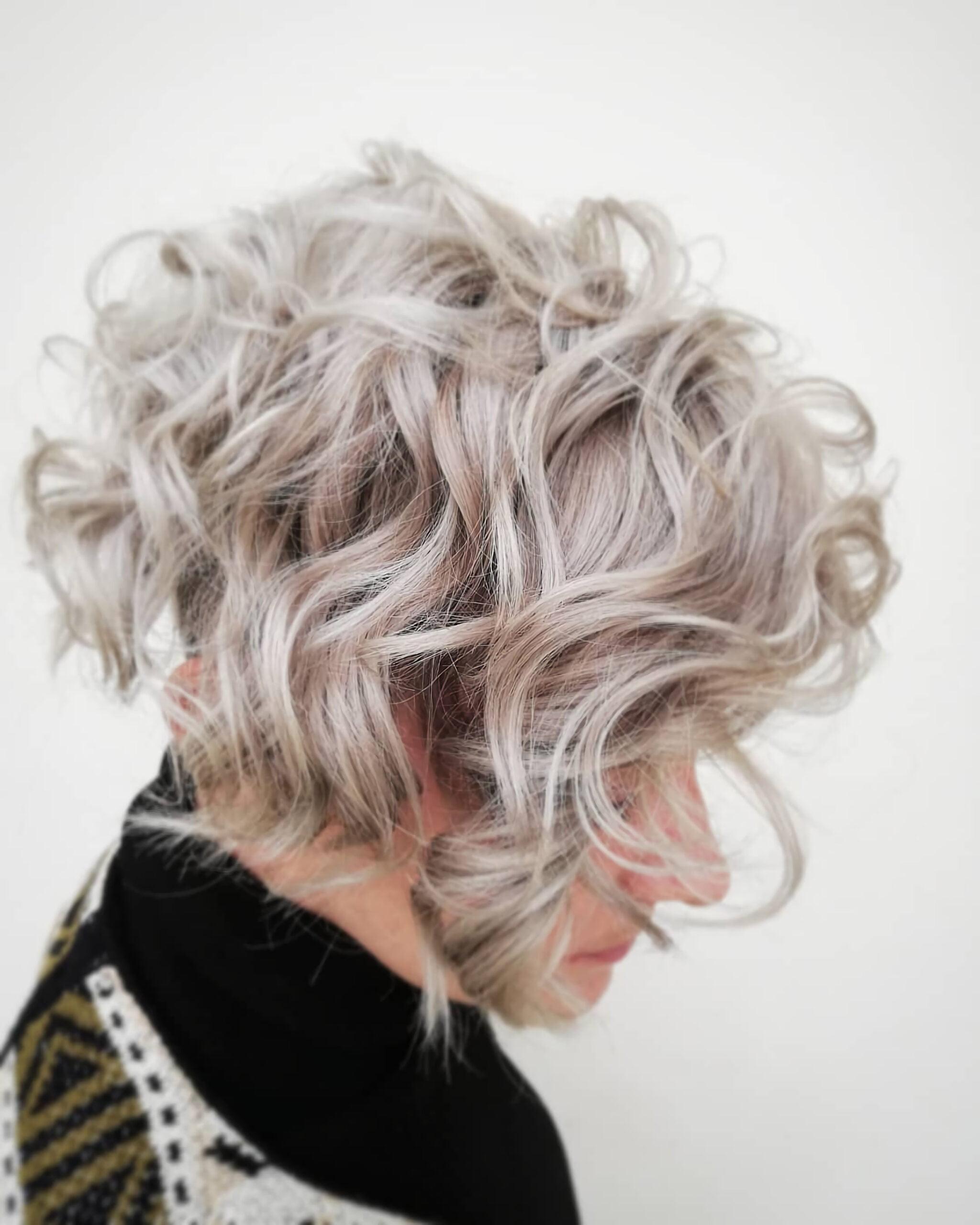 Короткий боб для вьющихся волос