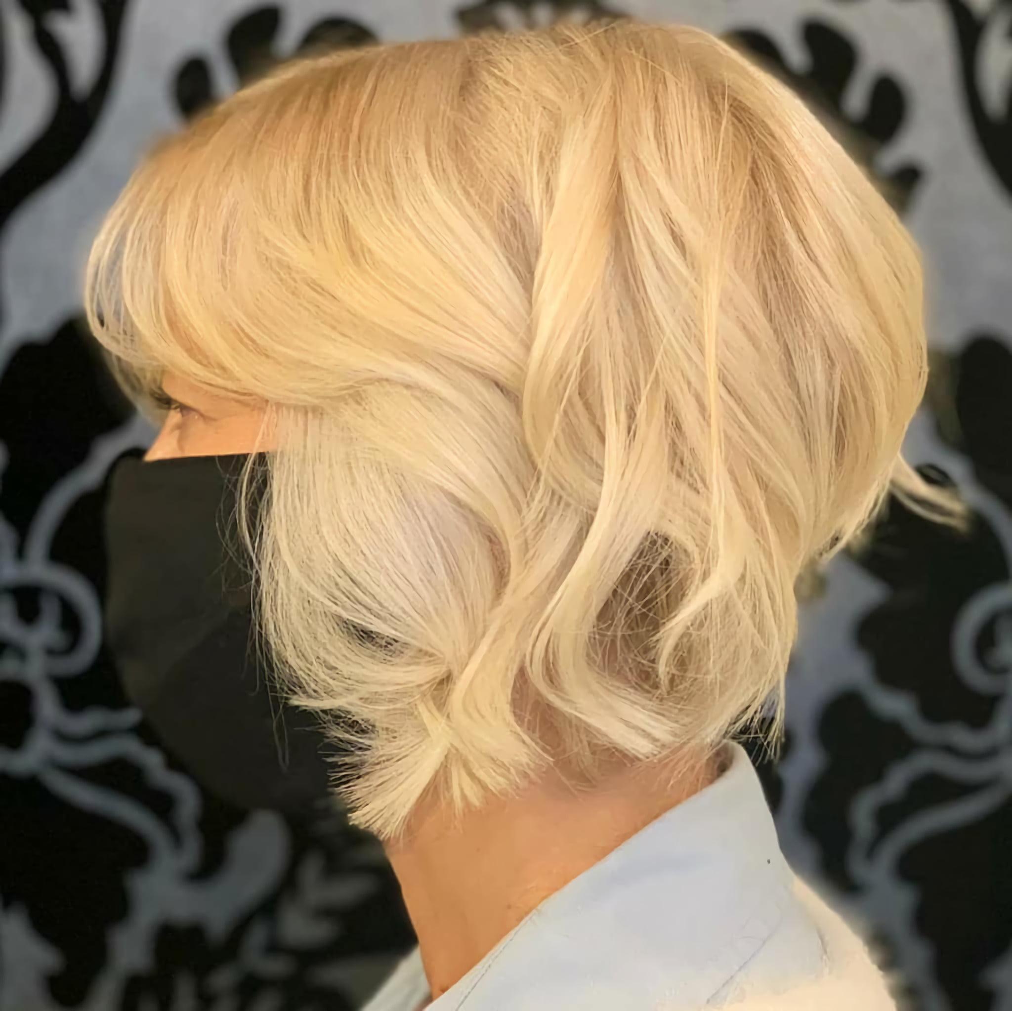 Короткий боб для волнистых волос