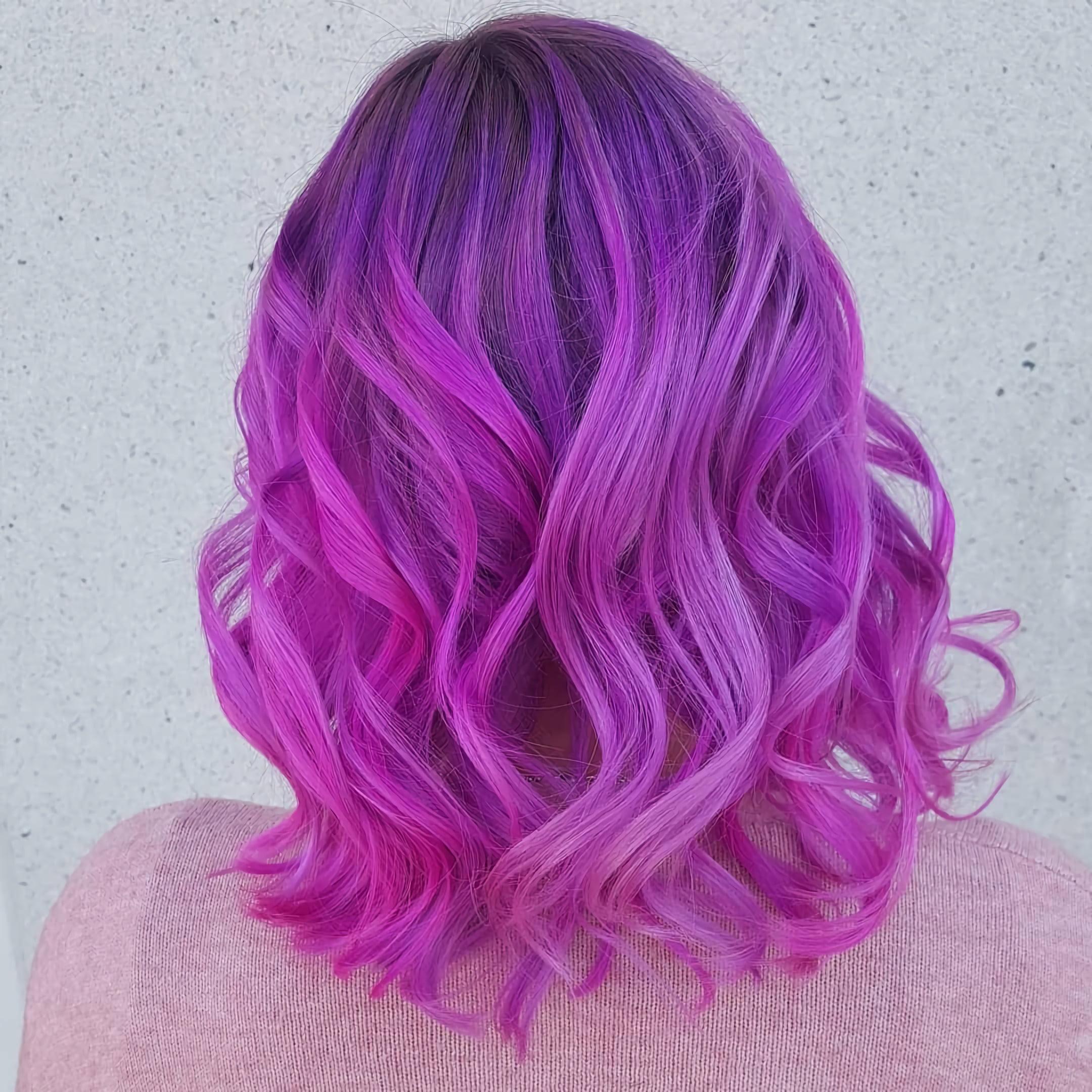 Волнистый боб с фиолетовыми волосами