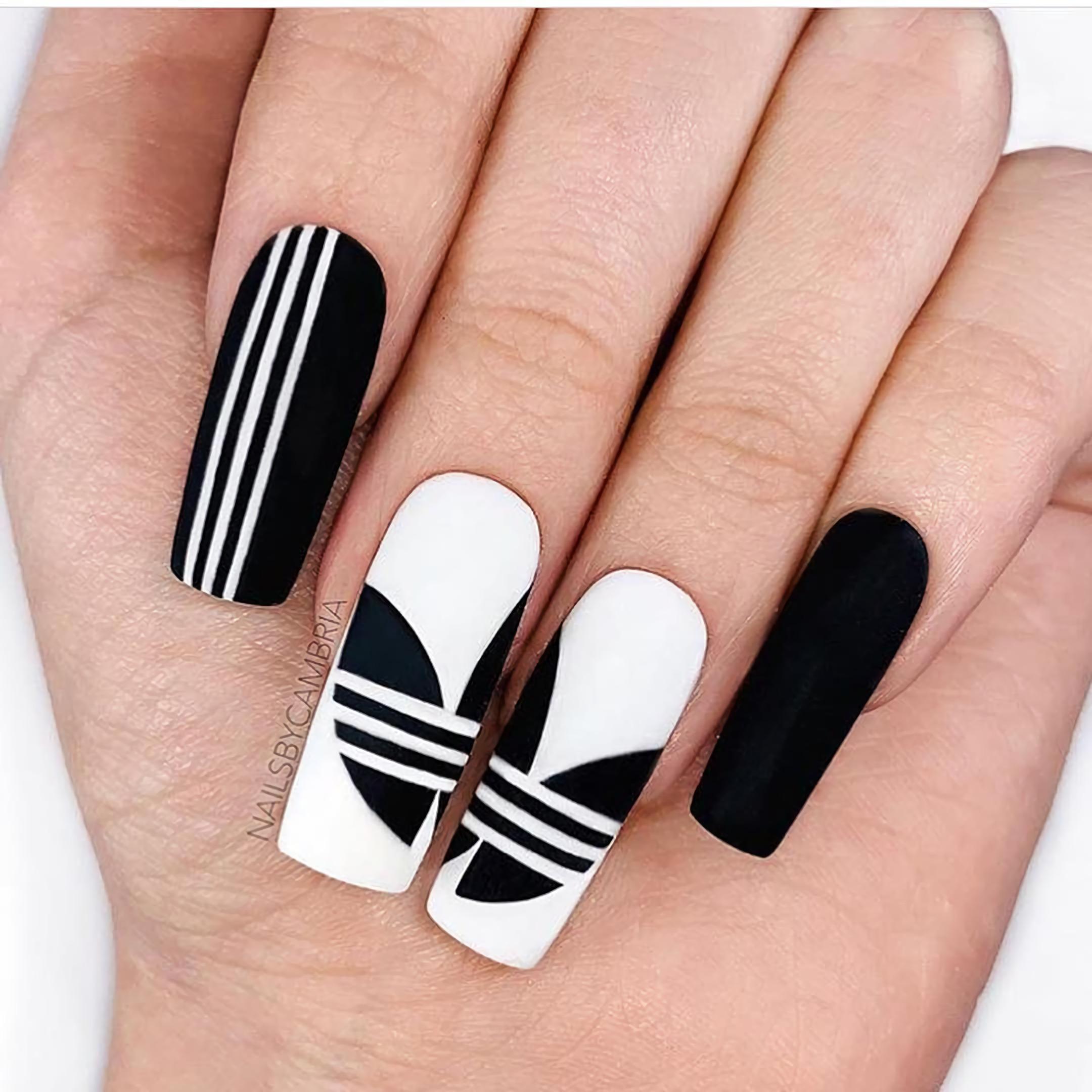 Ногти Adidas