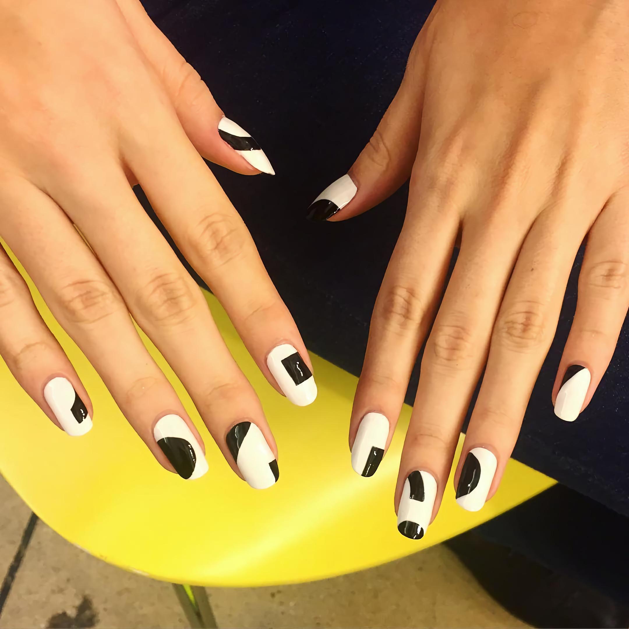 Красивые двуцветные ногти