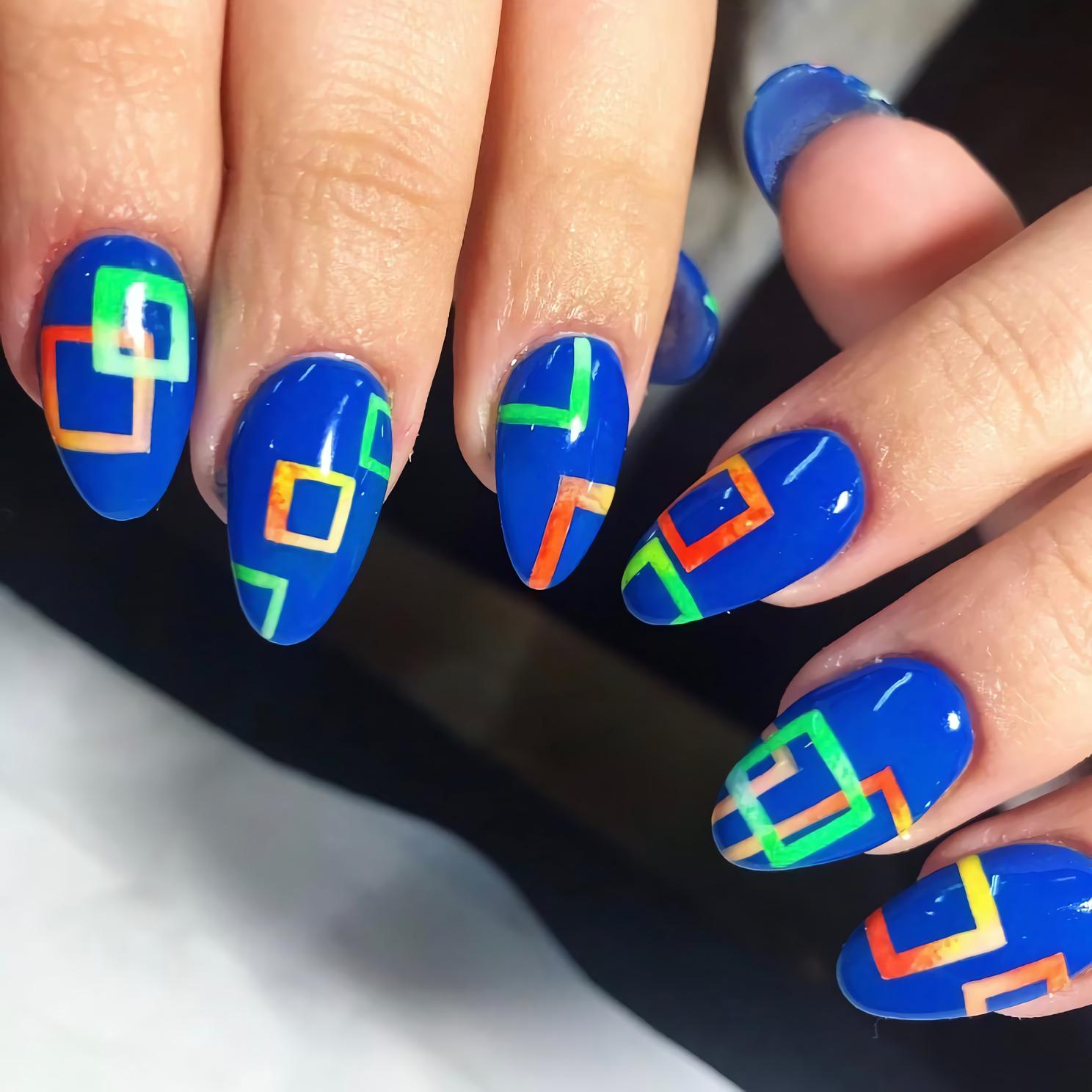 Ярко голубые неоновые ногти