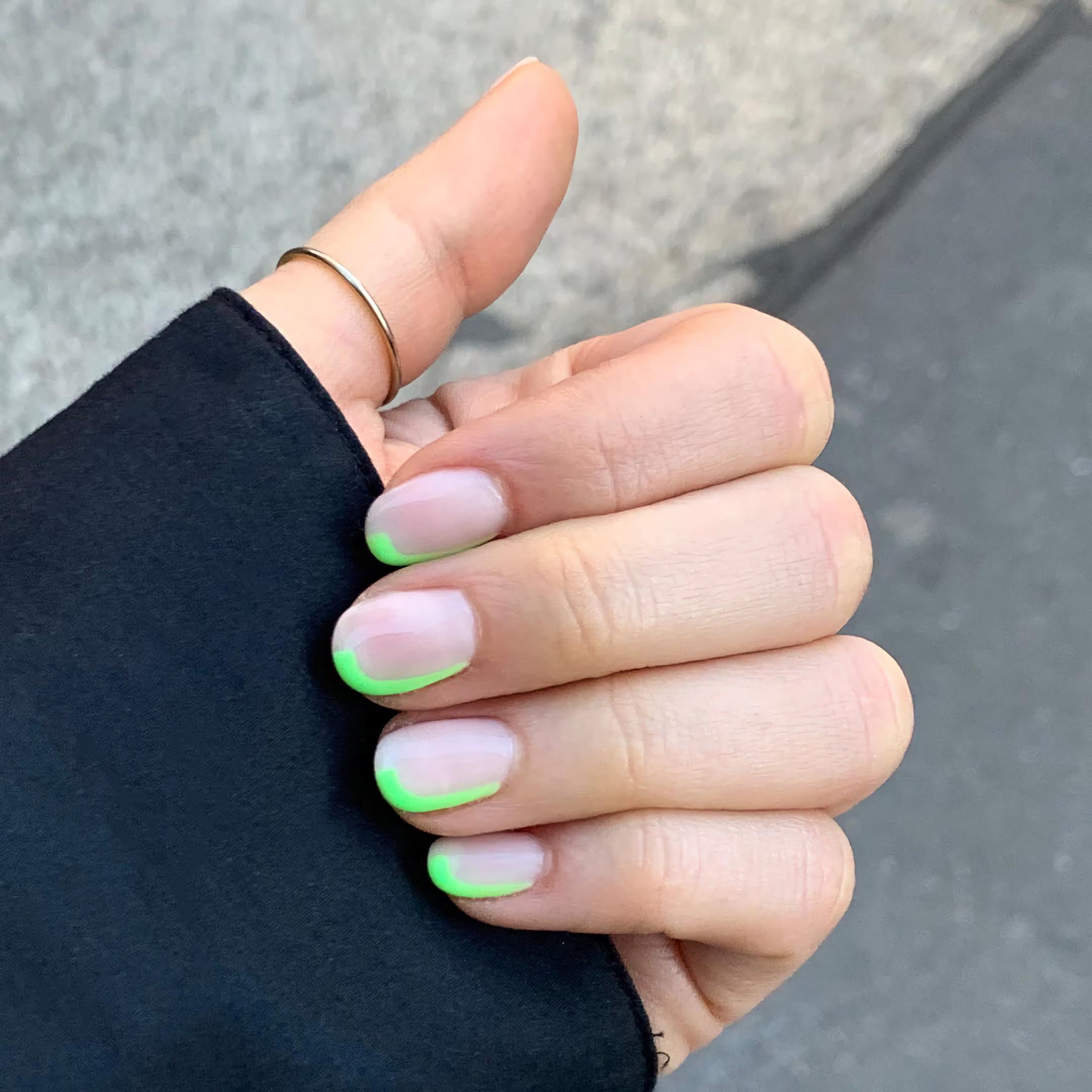 Лаймовые края ногтей
