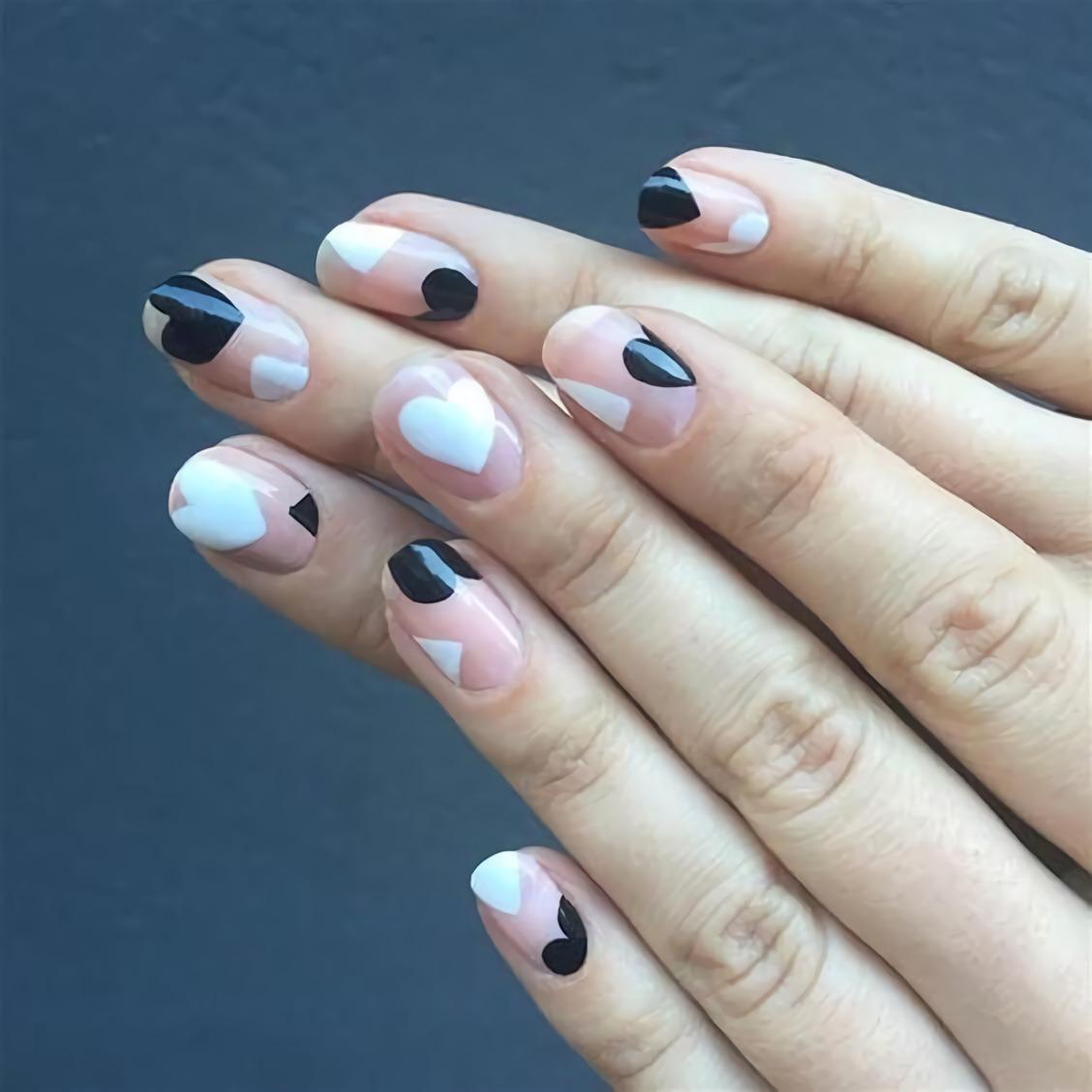 Уникальные ногти с черно – белыми дизайном